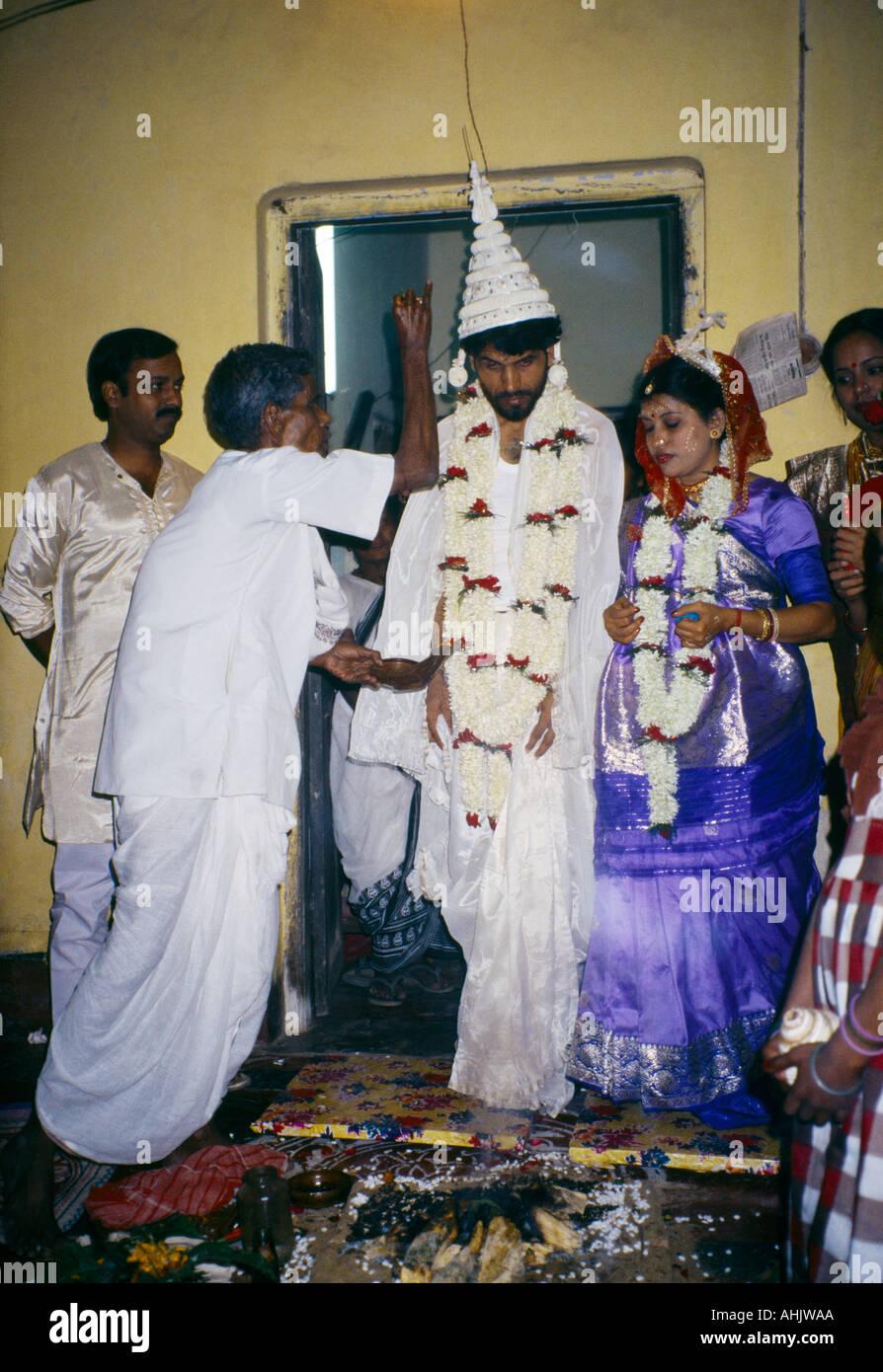 489635d6d515c Calcutta India Hindu Wedding Bride Groom Wearing Wedding Hat Walking Round  Fire
