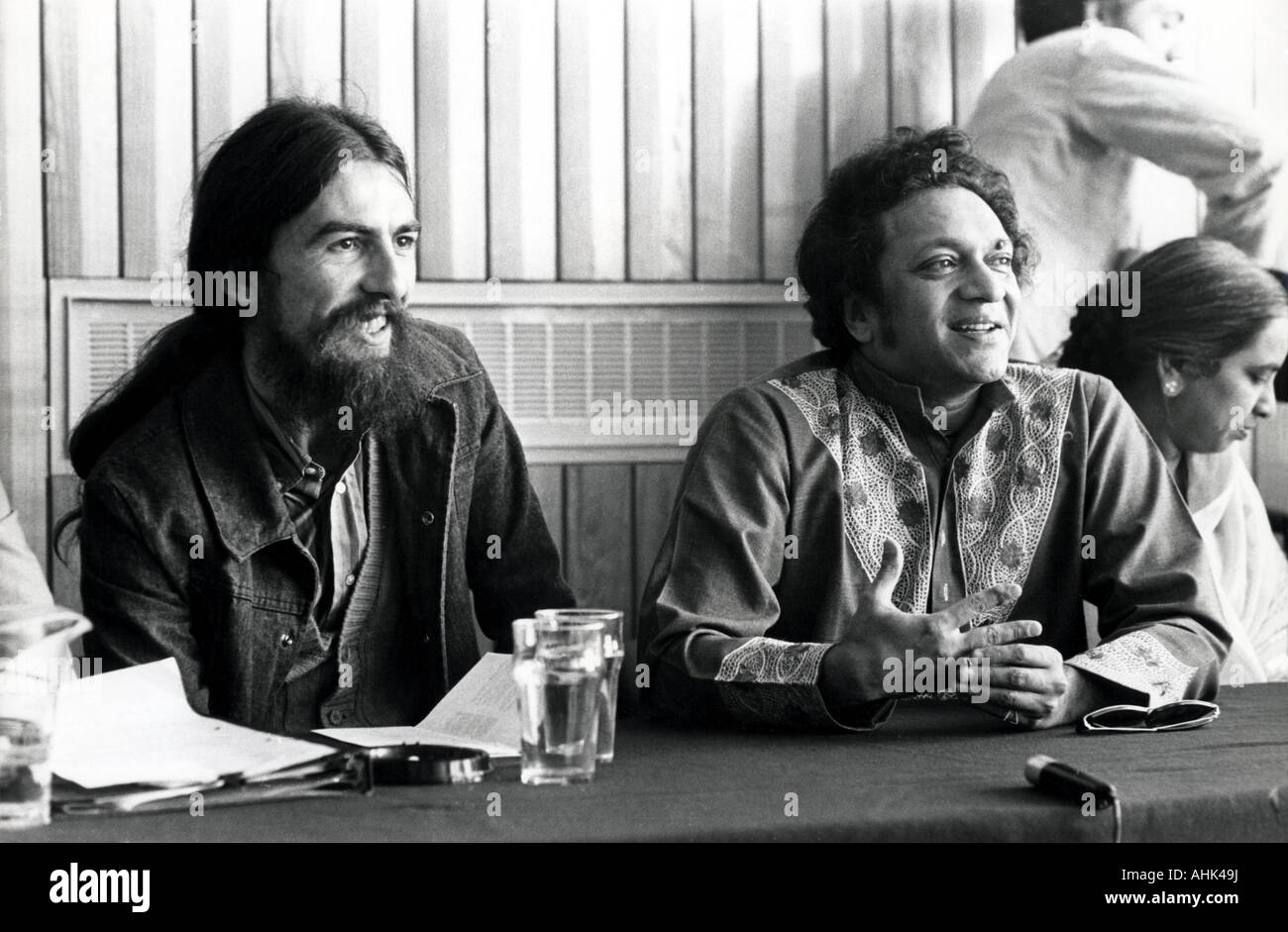 RAVI SHANKER at right with George Harrison in February 1971 - Stock Image