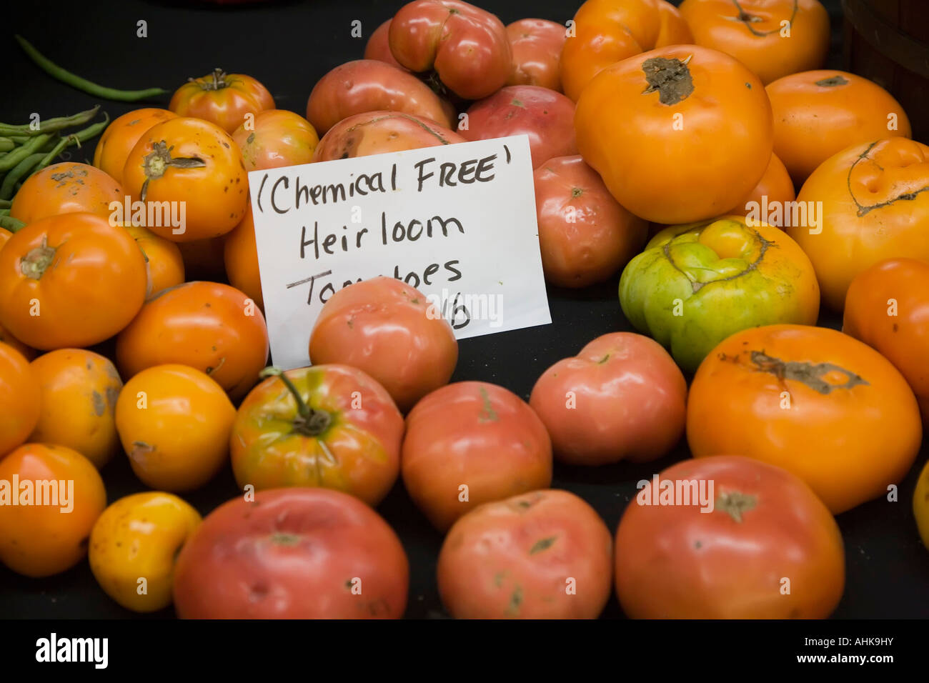 Elkhart Indiana Chemical free heirloom tomatoes on sale at the Midwest Farmers Market - Stock Image