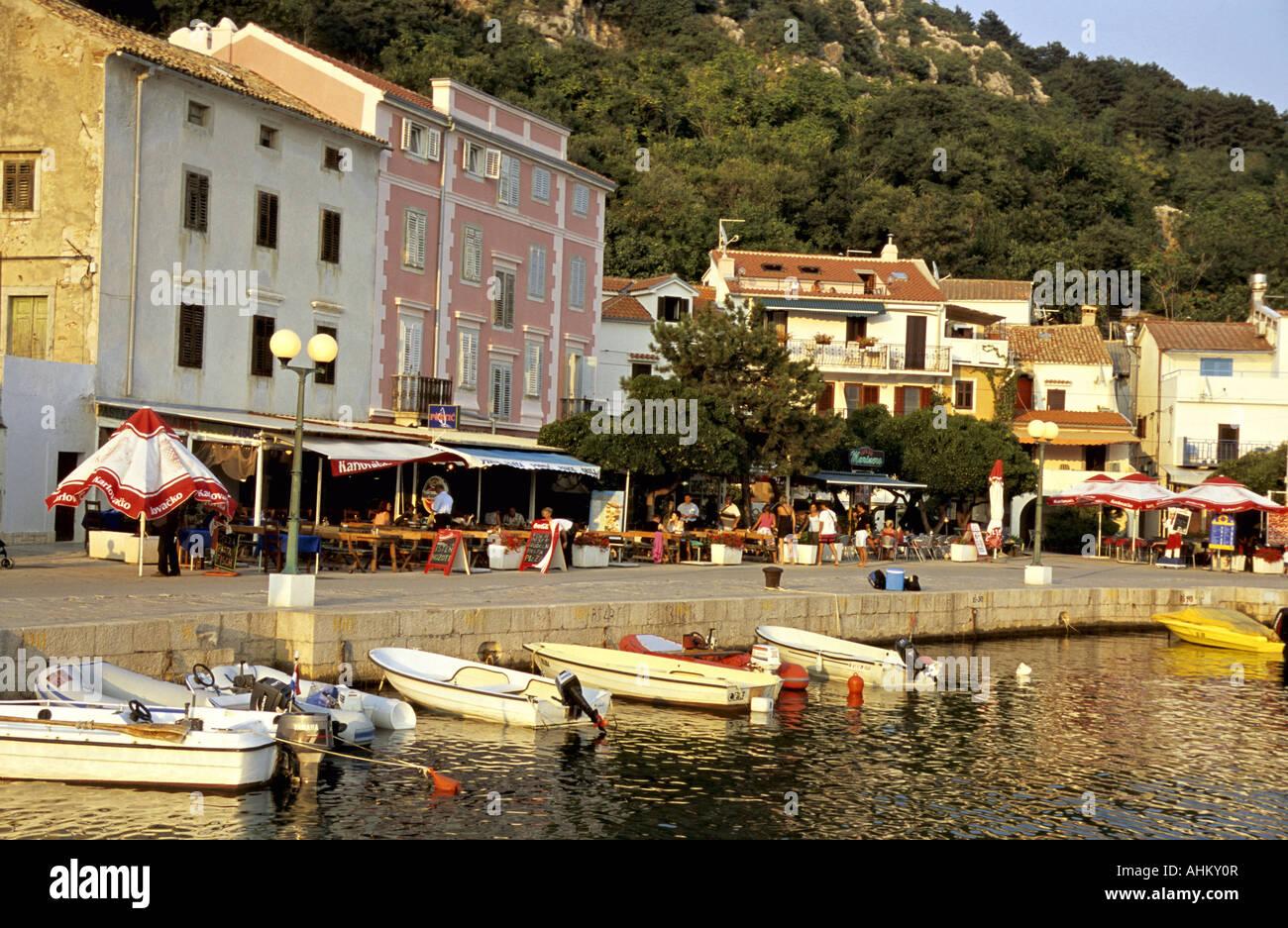 HRV Kroatien Krk  Altstadt und Promenade von Baska Insel KrK Croatia  Old Town and Promenade of Baska Island Stock Photo