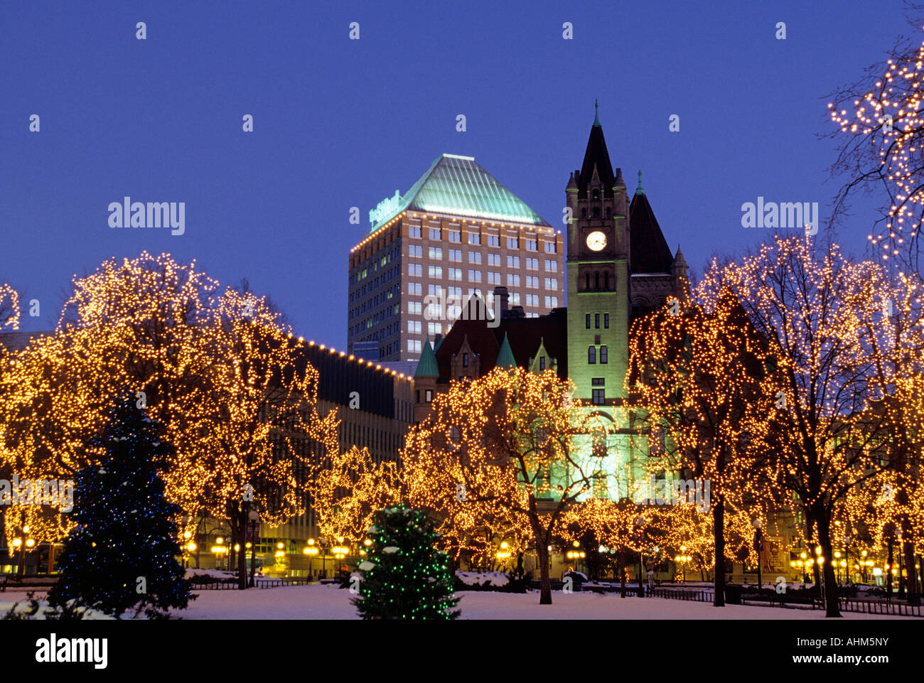 RICE PARK IN DOWNTOWN ST. PAUL, MINNESOTA DECORATED FOR ...