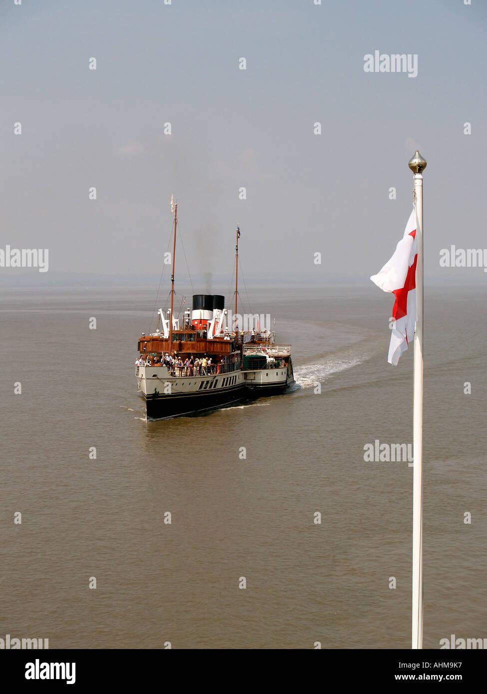 Paddle Steamer Waverley arriving at Clevedon Pier - Stock Image