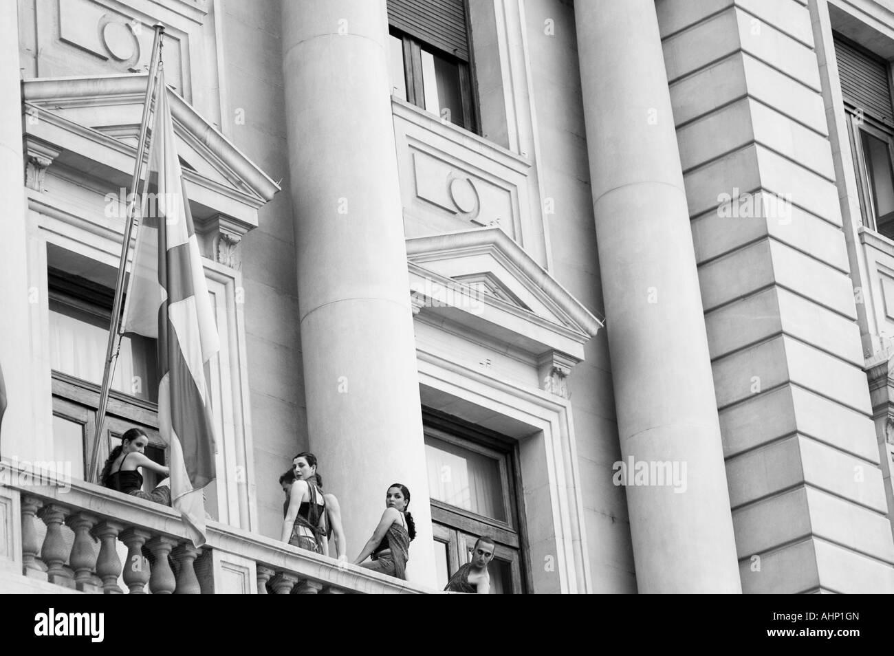 Dancers in a street contemporary dance & theater festival.  Spain Square, Zaragoza, Aragón, Spain. - Stock Image