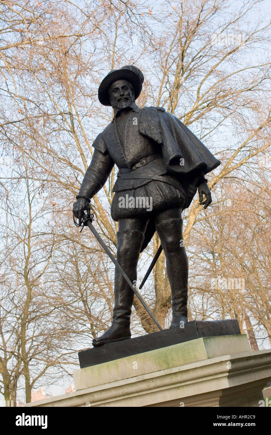 Sir Walter Raleigh Statue UK England London Greenwich - Stock Image