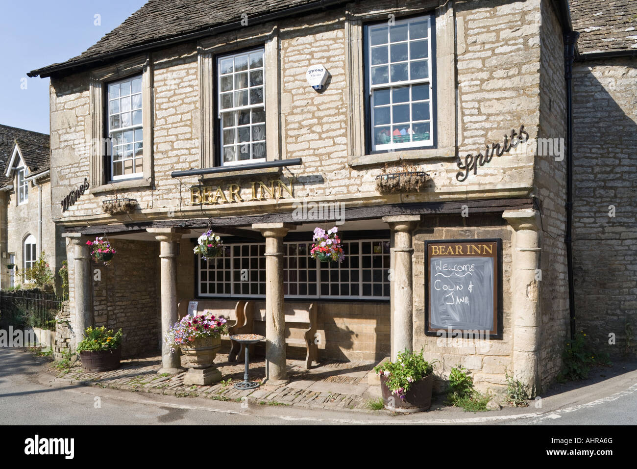 The 16th century Bear Inn (once the village courthouse and assembly room) in the Cotswold village of Bisley, Gloucestershire - Stock Image