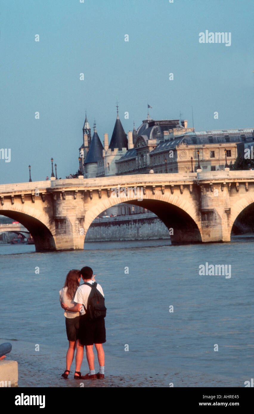 Paris France, Romantic Travel Seine River, Young Couple, Rear, Looking towards 'Pont Neuf' - Stock Image