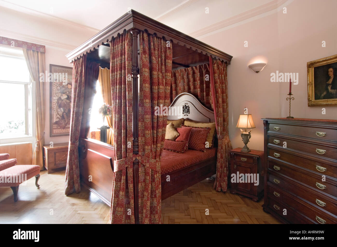Bedroom with four poster bed - Stock Image