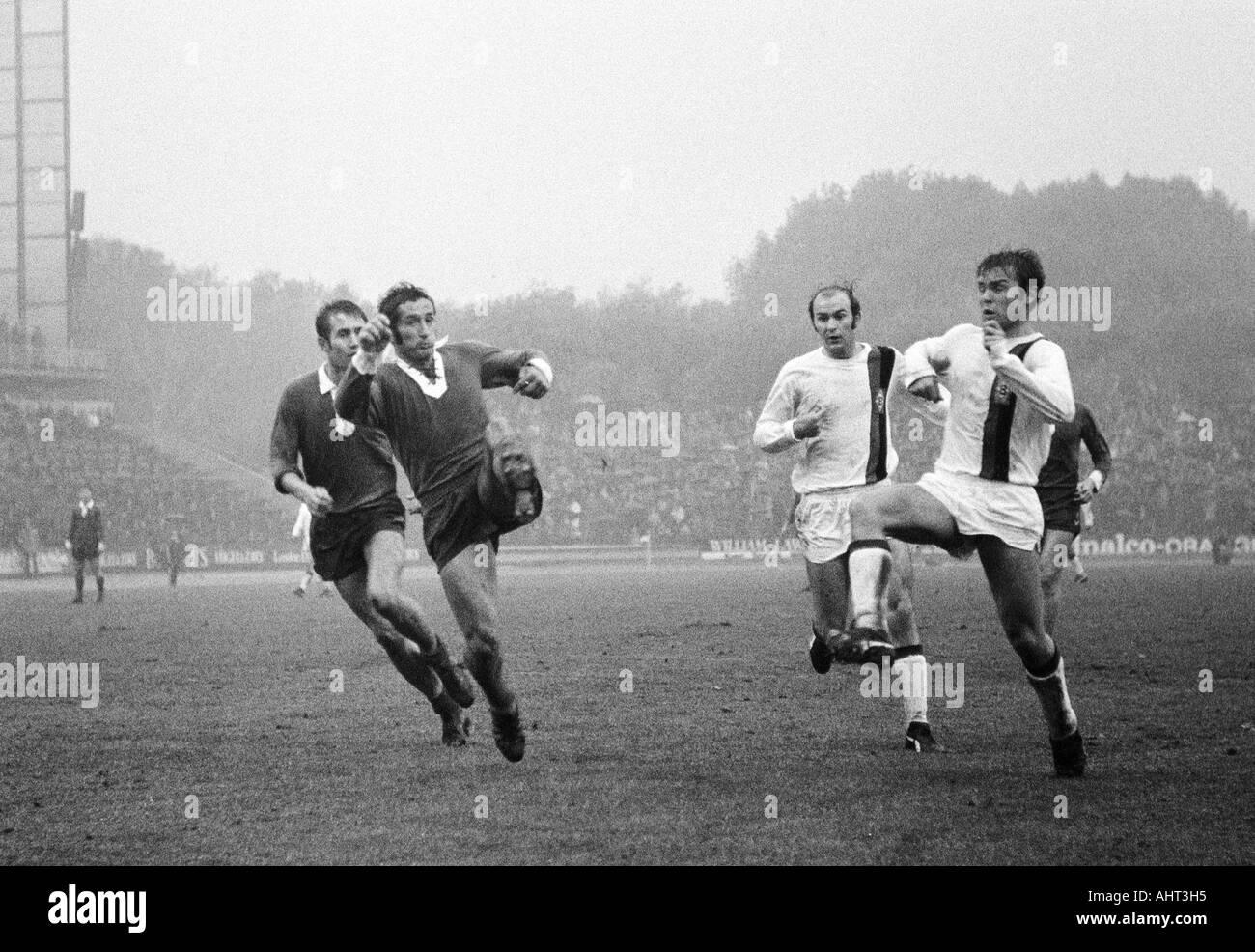 football, Bundesliga, 1970/1971, Wedau Stadium in Duisburg, MSV Duisburg versus Borussia Moenchengladbach 1:1, scene of the match, f.l.t.r. Georg Damjanoff, Djordje Pavlic (both MSV), Horst Koeppel, Herbert Laumen (both MG) - Stock Image