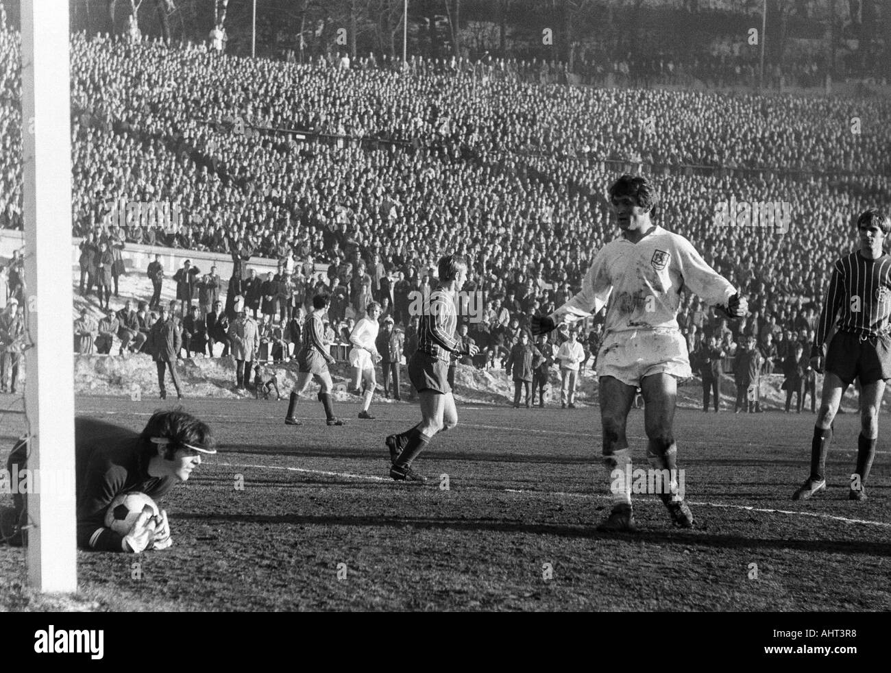 football, Regionalliga West, 1970/1971, Stadium am Zoo in Wuppertal, Wuppertaler SV versus Fortuna Duesseldorf 1:1, scene of the match, f.l.t.r. keeper Bernd Franke (Ddorf), Klaus Iwanzik (Ddorf), Guenter Proepper (WSV), Werner Kriegler (Ddorf) - Stock Image