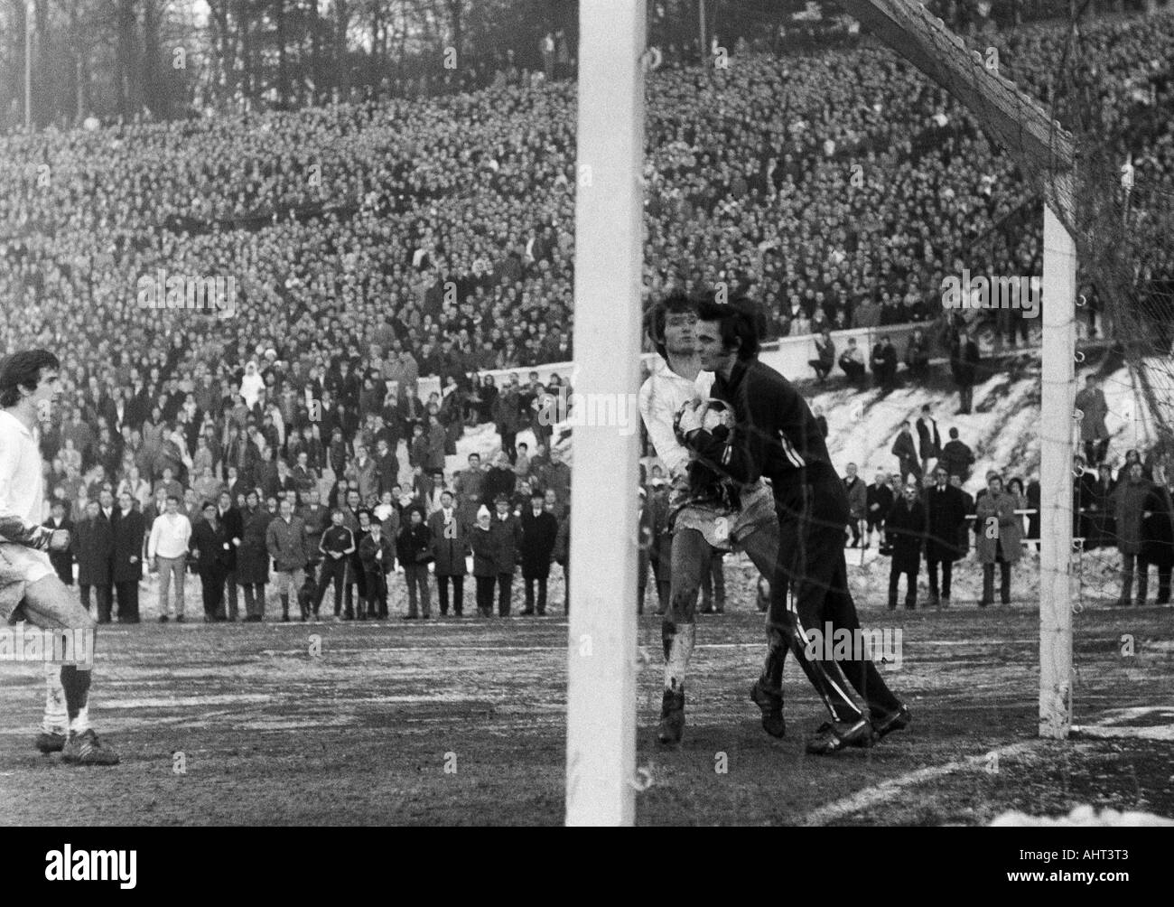 football, Regionalliga West, 1970/1971, Stadium am Zoo in Wuppertal, Wuppertaler SV versus Fortuna Duesseldorf 1:1, scene of the match, f.l.t.r. Gustav Jung (WSV), Guenter Proepper (WSV), keeper Bernd Franke (Ddorf) - Stock Image