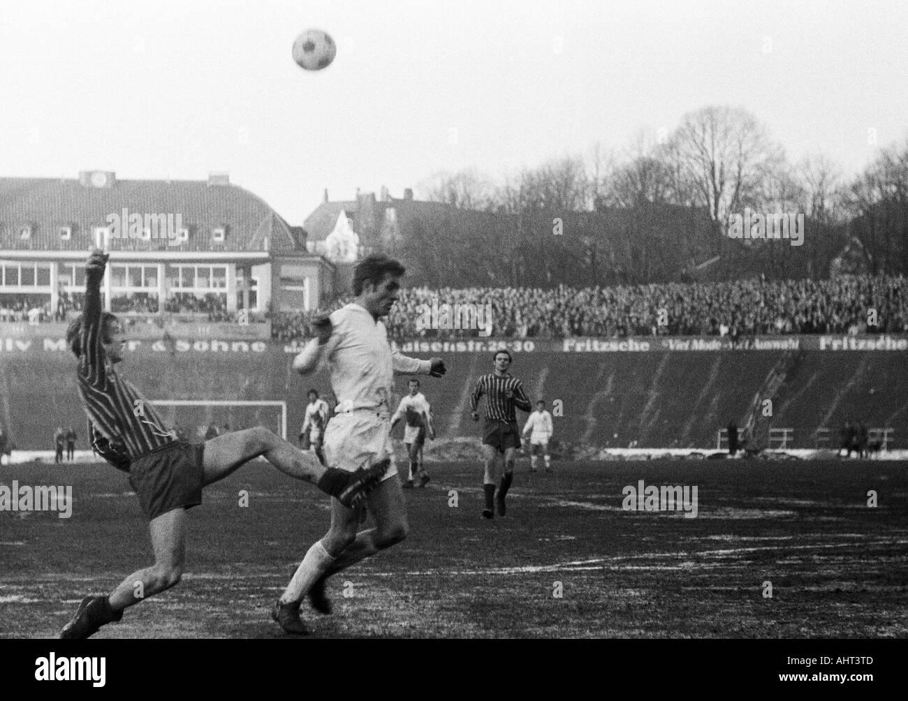 football, Regionalliga West, 1970/1971, Stadium am Zoo in Wuppertal, Wuppertaler SV versus Fortuna Duesseldorf 1:1, scene of the match, duel between Robert Begerau (Ddorf) left and Juergen Kohle (WSV) - Stock Image