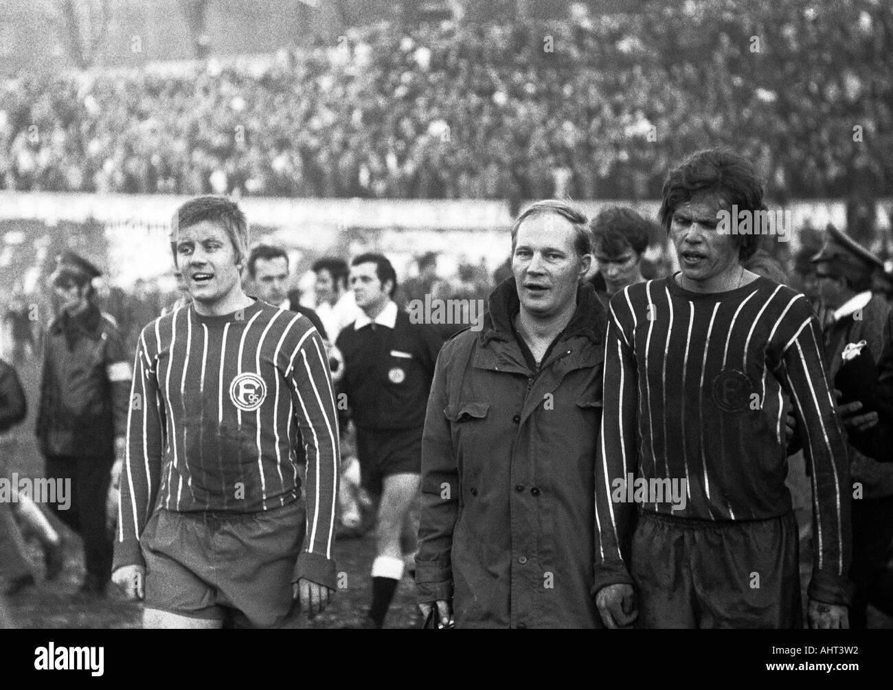 football, Regionalliga West, 1970/1971, Stadium am Zoo in Wuppertal, Wuppertaler SV versus Fortuna Duesseldorf 1:1, football players leaving the pitch, f.l.t.r. Werner Lungwitz (Ddorf), referee Gerd Hennig from Duisburg, masseur Claus Henselmann (Ddorf), - Stock Image