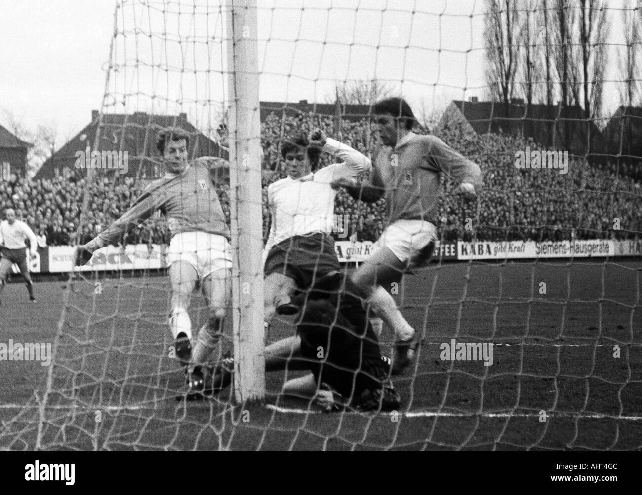 football, Bundesliga, 1970/1971, Boekelberg Stadium, Borussia Moenchengladbach versus Hamburger SV 3:0, scene of the match, f.l.t.r. Herbert Wimmer (MG), Hans Juergen Ripp, keeper Arkoc Oezcan (both HSV), Herbert Laumen (MG) - Stock Image