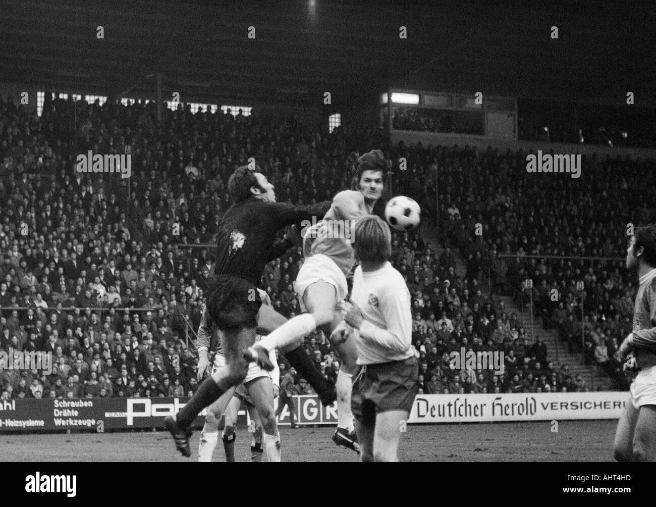 football, Bundesliga, 1970/1971, Boekelberg Stadium, Borussia Moenchengladbach versus Hamburger SV 3:0, scene of the match, f.l.t.r. keeper Arkoc Oezcan (HSV), Ulrik le Fevre (MG), Hans Schulz (HSV), Herbert Laumen (MG) - Stock Image