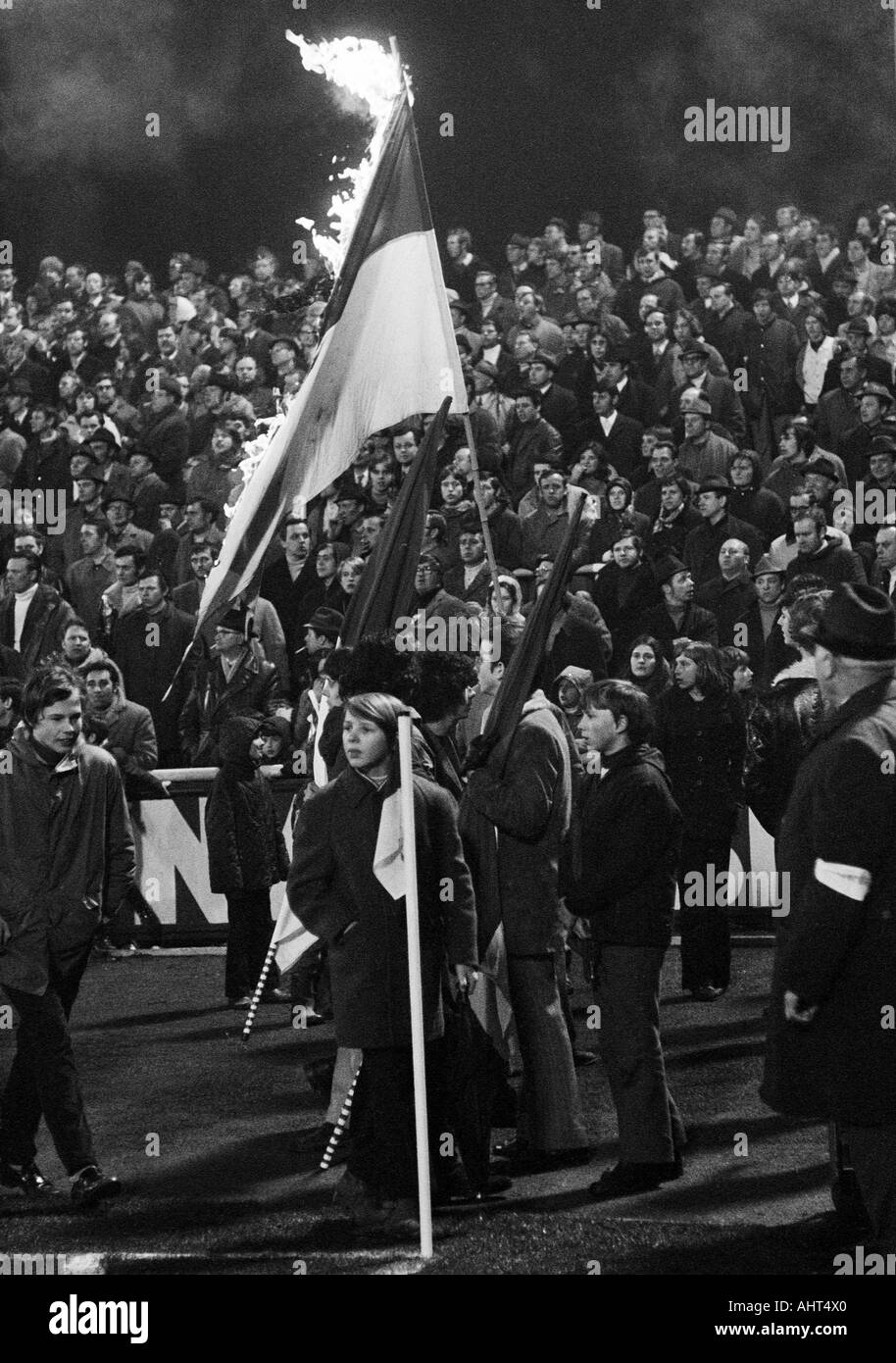 football, Bundesliga, 1970/1971, Niederrhein Stadium, Rot-Weiss Oberhausen versus Hanover 96 4:3, some minutes before the final whistle RWO football fans burn the club flags because the team was down - Stock Image
