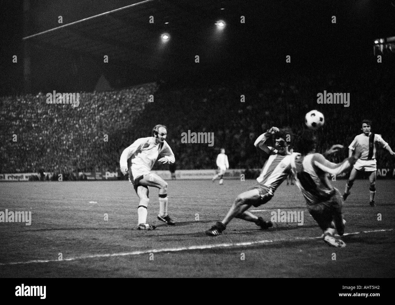 football, Bundesliga, 1970/1971, Borussia Moenchengladbach versus FC Bayern Munich 3:1, Boekelberg Stadium, scene of the match, f.l.t.r. Horst Koeppel (MG), two Munich players, Herbert Laumen (MG) - Stock Image