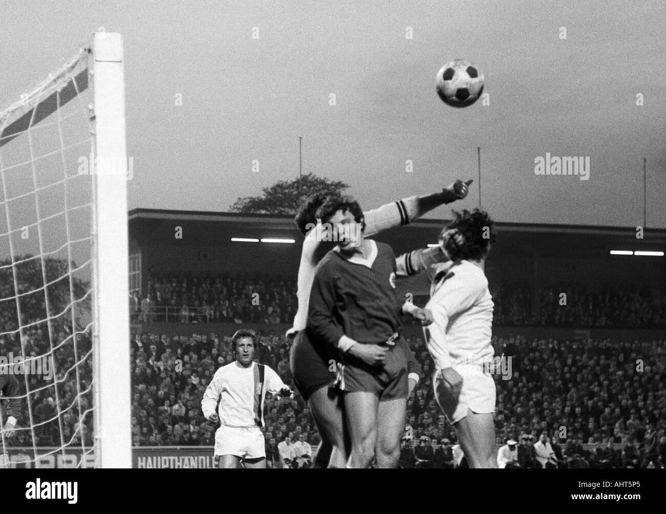 football, Bundesliga, 1970/1971, Rot-Weiss Oberhausen versus Borussia Moenchengladbach 0:2, Niederrhein Stadium in Oberhausen, scene of the match, f.l.t.r. Hans Juergen Wloka (MG), keeper Wolfgang Scheid, Reiner Hollmann (both RWO), Jupp Heynckes (MG) - Stock Image