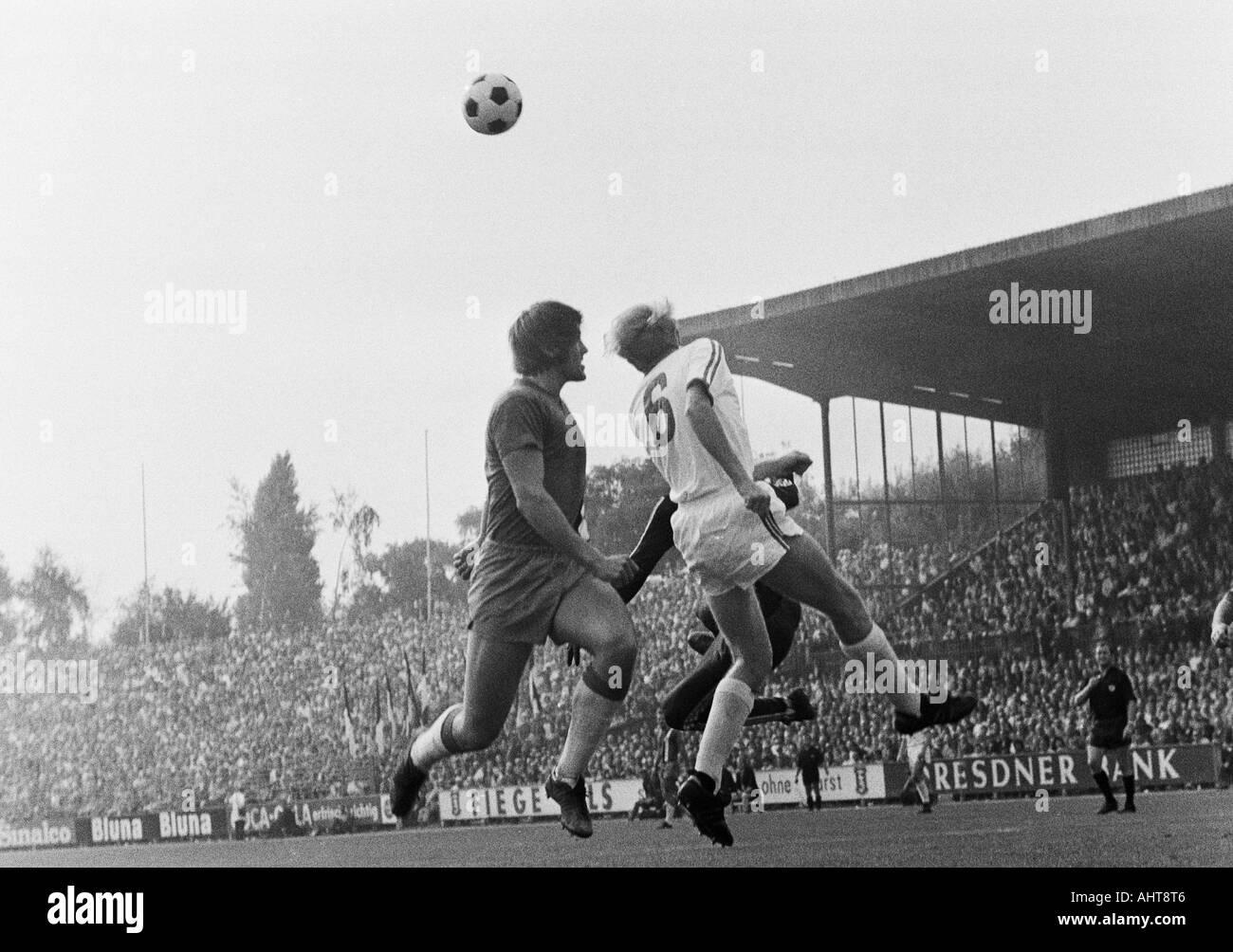 football, Bundesliga, 1971/1972, VfL Bochum versus Arminia Bielefeld 2:1, Stadium at the Castroper Strasse in Bochum, scene of the match, aerial duel between Peter Loof (Bielefeld) left and Manfred Ruesing (Bochum) - Stock Image