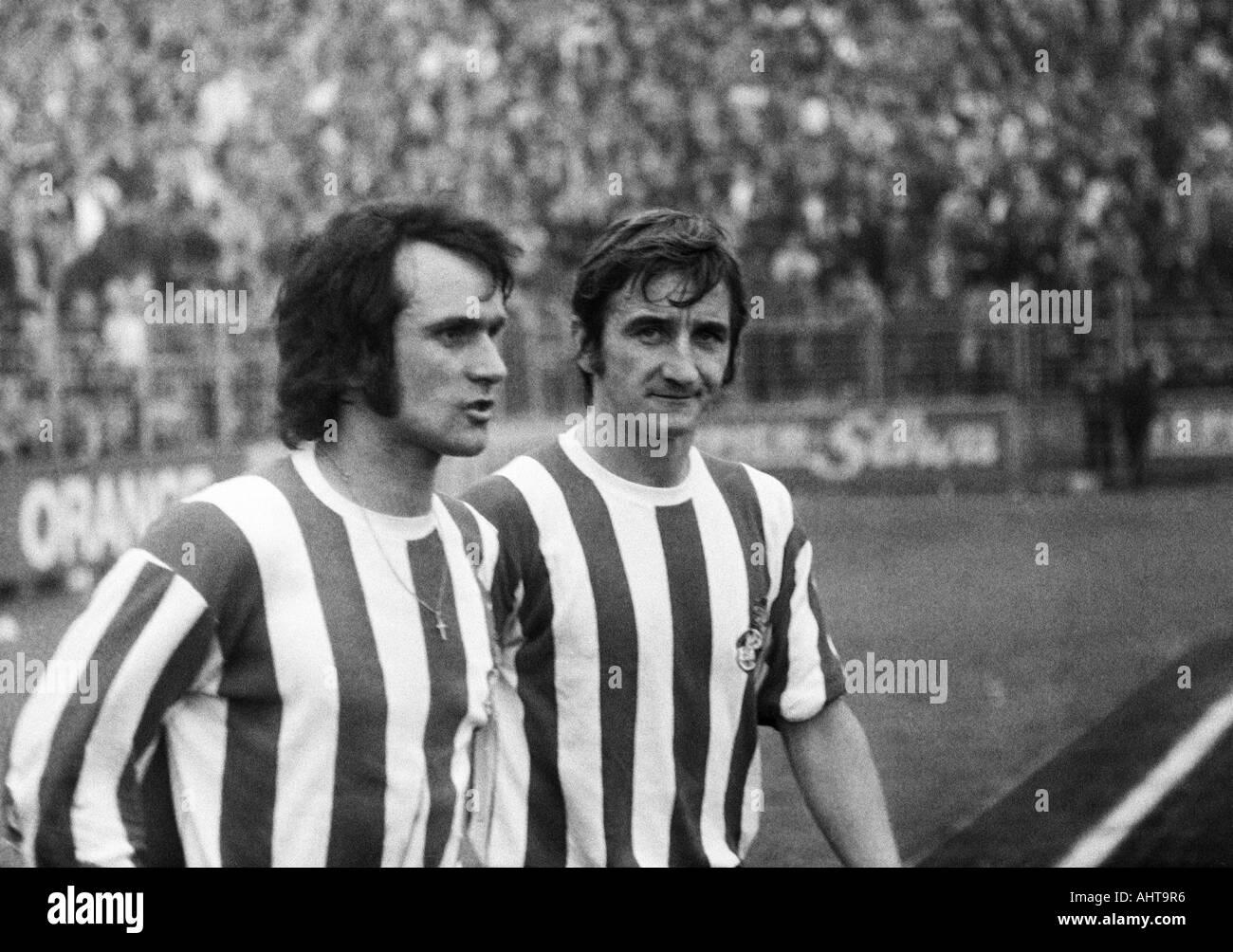 football, Bundesliga, 1971/1972, VfL Bochum versus 1. FC Cologne 1:5, Stadium at the Castroper Strasse in Bochum, football players, left Wolfgang Overath, right Hannes Loehr (both Koeln) - Stock Image