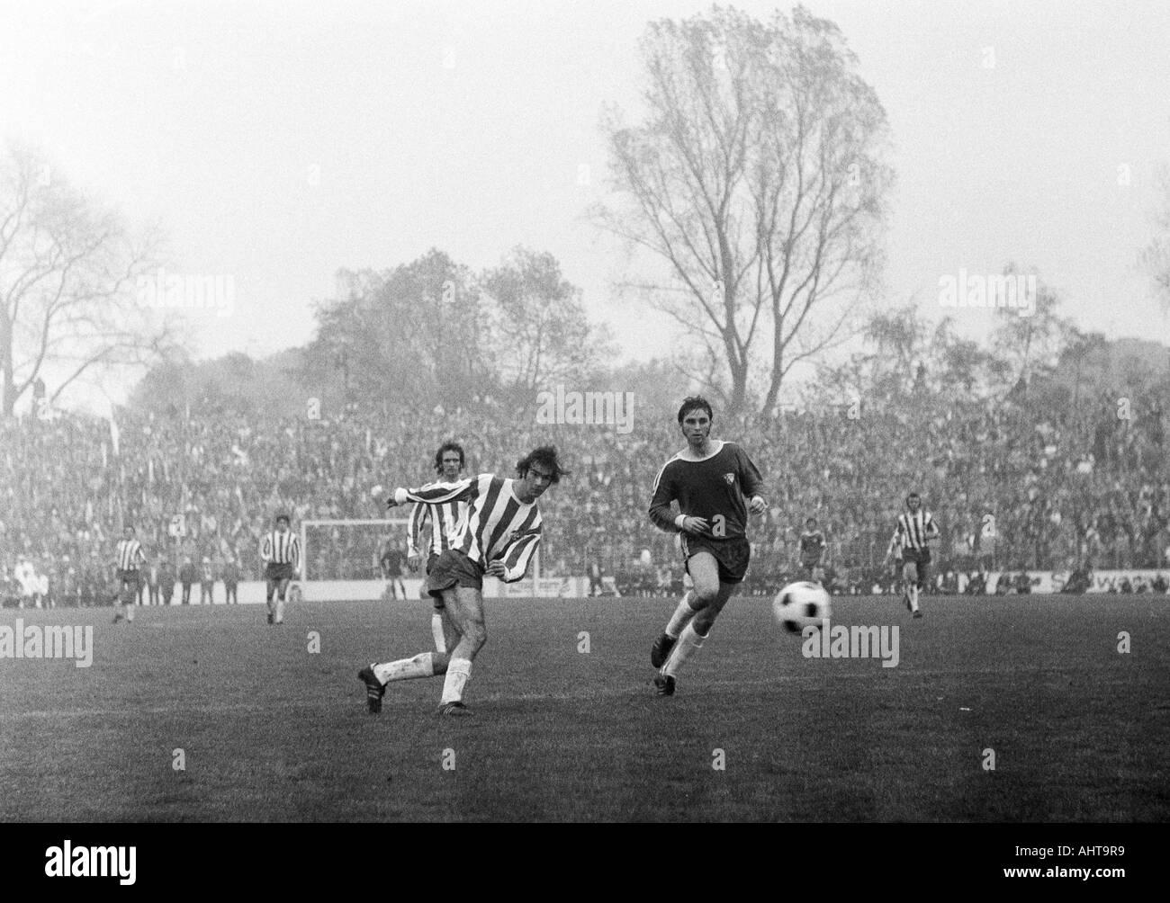 football, Bundesliga, 1971/1972, VfL Bochum versus 1. FC Cologne 1:5, Stadium at the Castroper Strasse in Bochum, scene of the match, f.l.t.r. Wolfgang Overath, Harald Konopka (both Koeln), Werner Balte (Bochum) - Stock Image