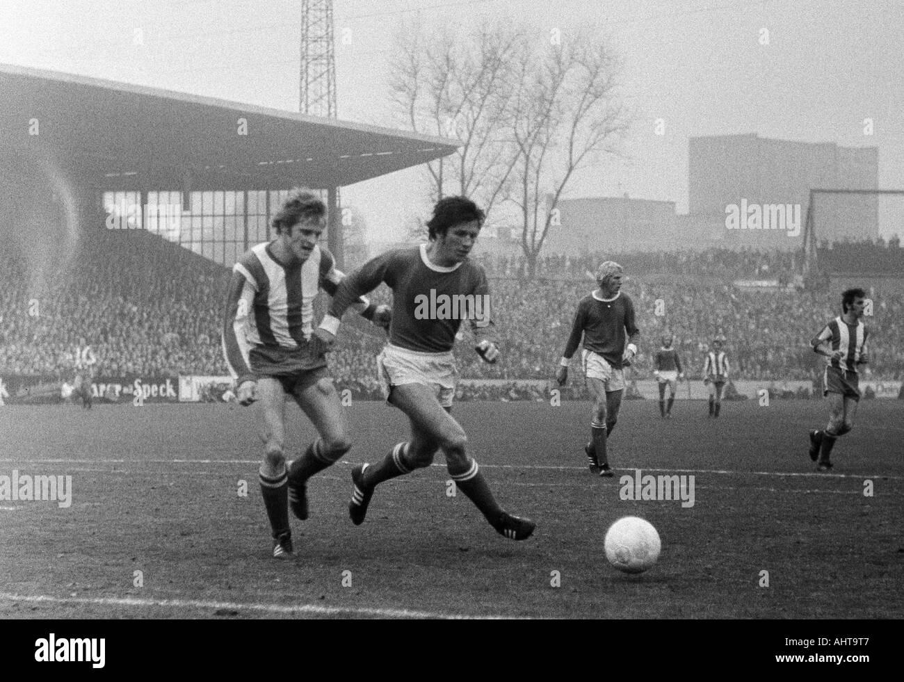 football, Bundesliga, 1971/1972, FC Schalke 04 versus 1. FC Kaiserslautern 3:0, Stadium Glueckaufkampfbahn in Gelsenkirchen, scene of the match, f.l.t.r. Klaus Ackermann (FCK), Heinz van Haaren, Rolf Ruessmann (both S04) - Stock Image