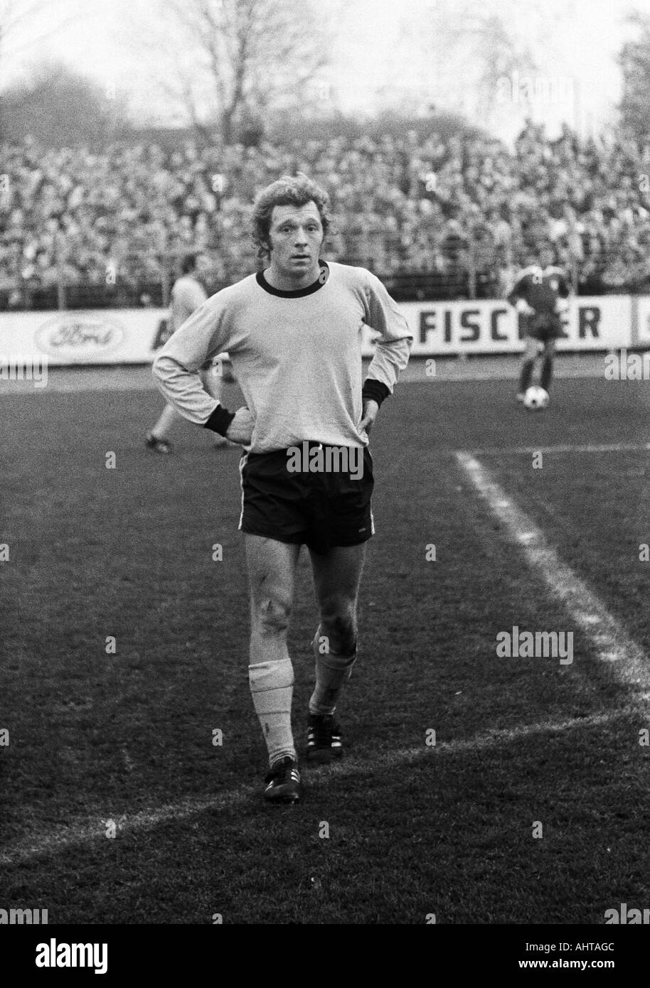 football, Bundesliga, 1971/1972, VfL Bochum versus Borussia Dortmund 4:2, Stadium at the Castroper Strasse in Bochum, football player was sent off, sending-off to Siegfried Koestler (BVB) - Stock Image