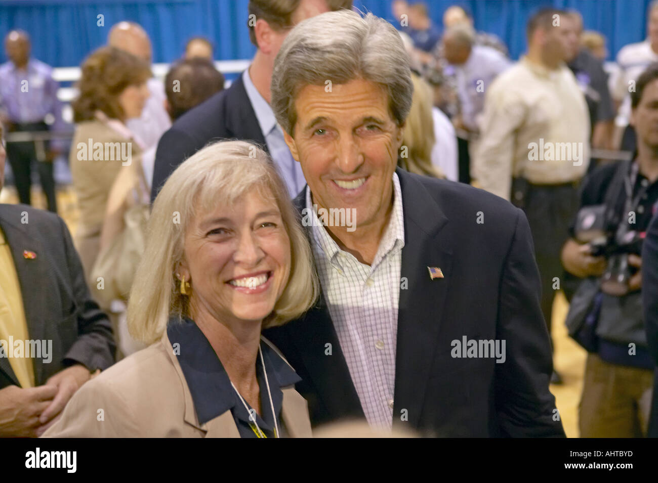 Senator John Kerry posing with attendee at the Valley View Rec Center Henderson NV Stock Photo