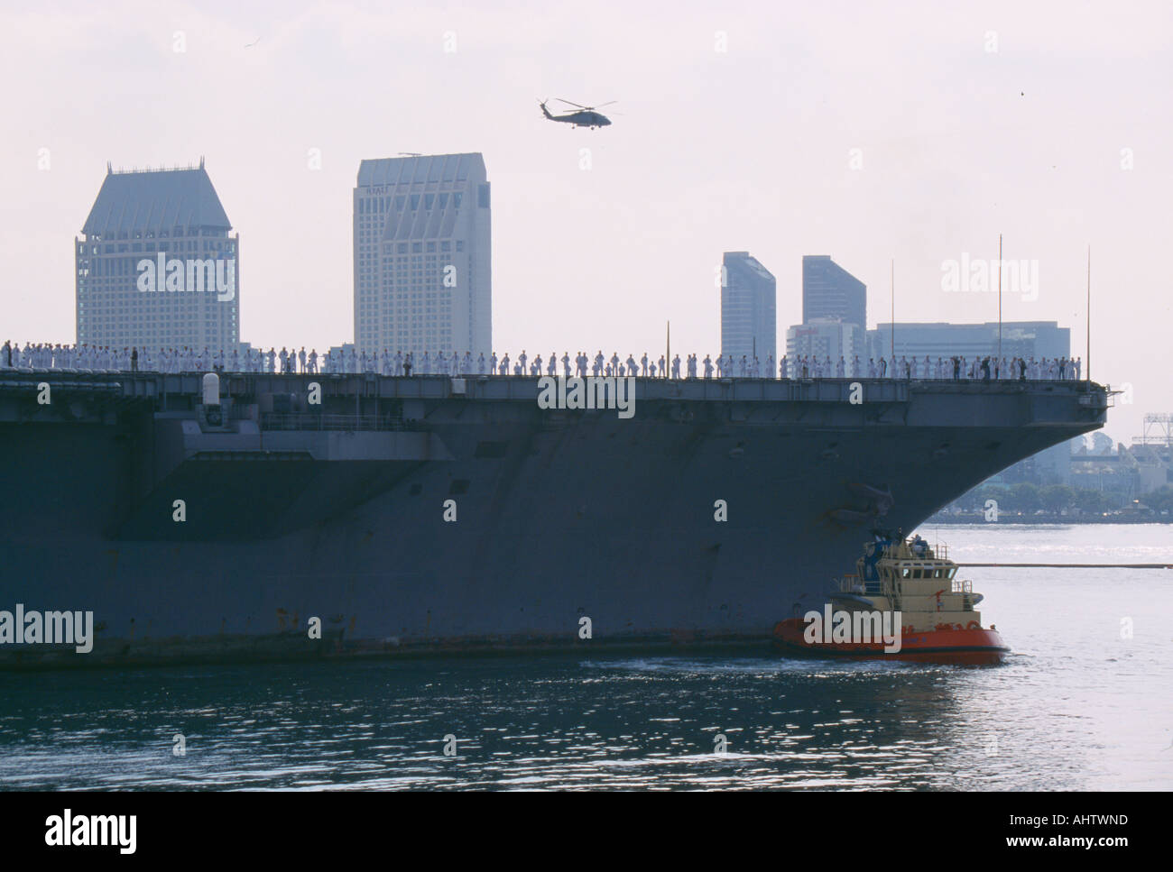 USS Abraham Lincoln arriving home after a tour of duty - Stock Image