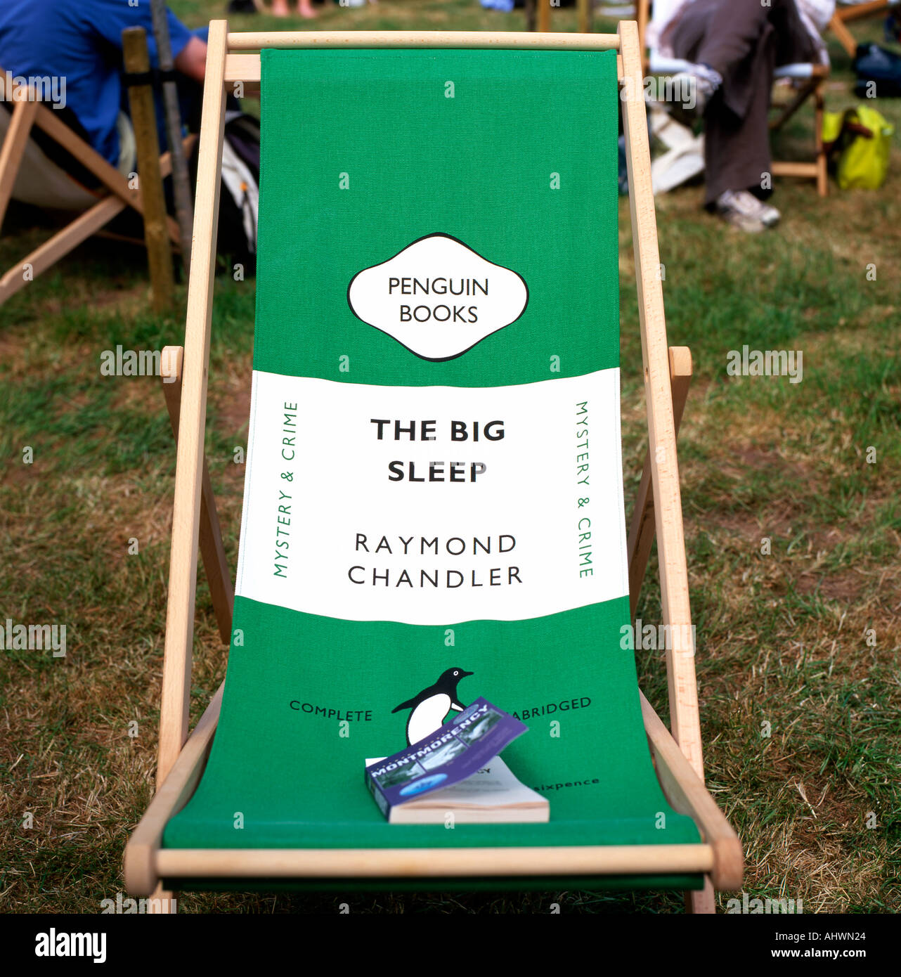 THE BIG SLEEP Raymond Chandler Penguin Books book cover deckchair at the Hay Festival Hay-on-Wye Powys Wales UK  KATHY DEWITT - Stock Image