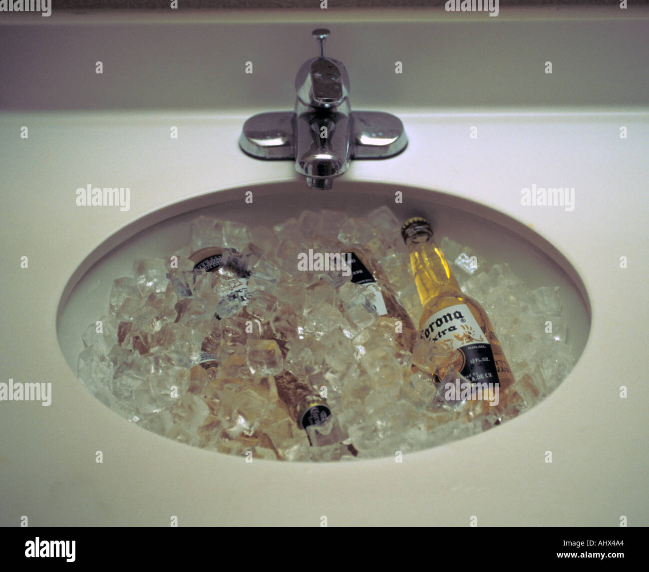 San Antonio Texas USA Corona Beer Cooling In Hotel Sink Basin Stock - Bathroom sinks san antonio