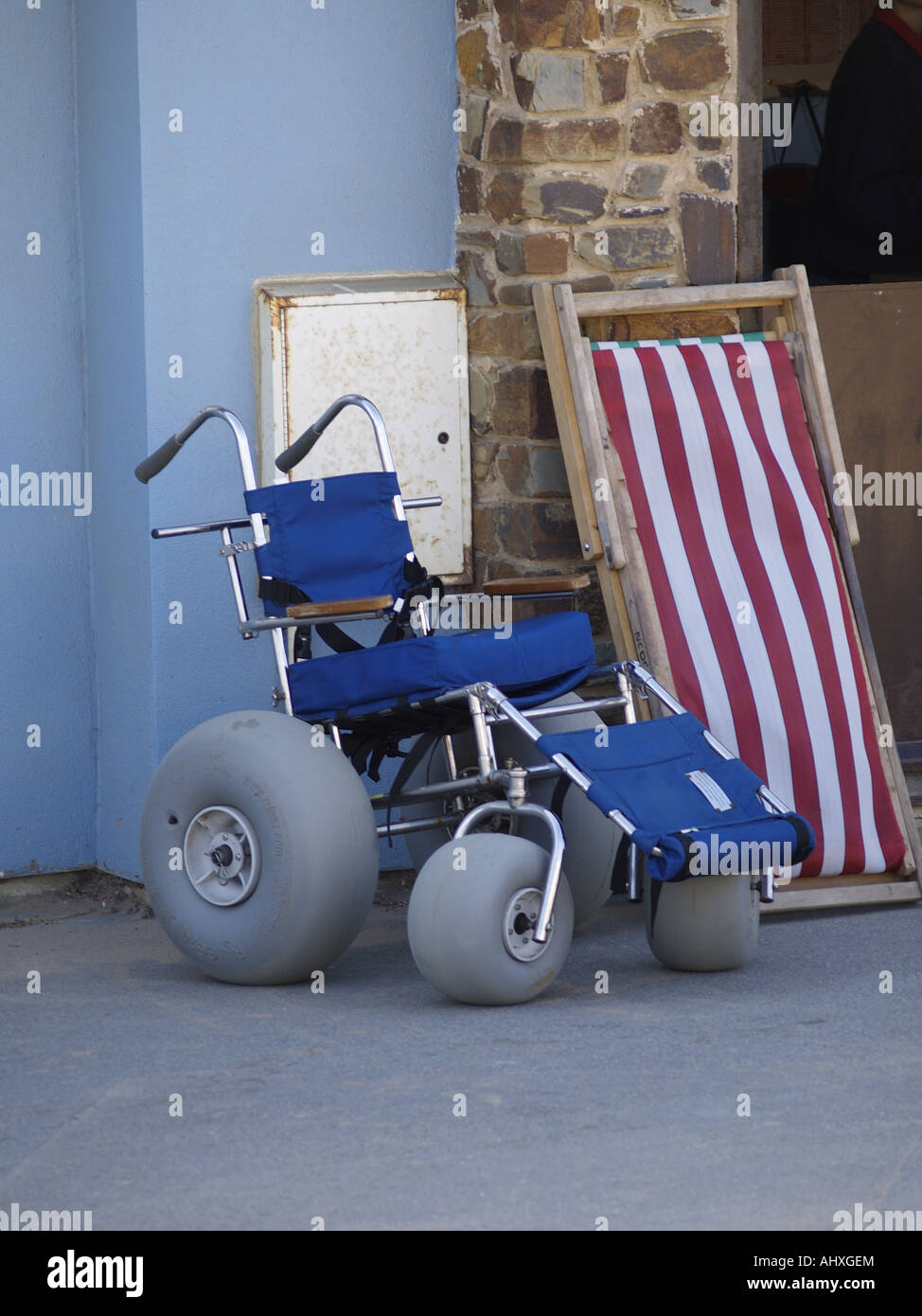 Off roading wheel chair for use at Crooklets beach. - Stock Image & Off Road Wheelchair Stock Photos u0026 Off Road Wheelchair Stock Images ...