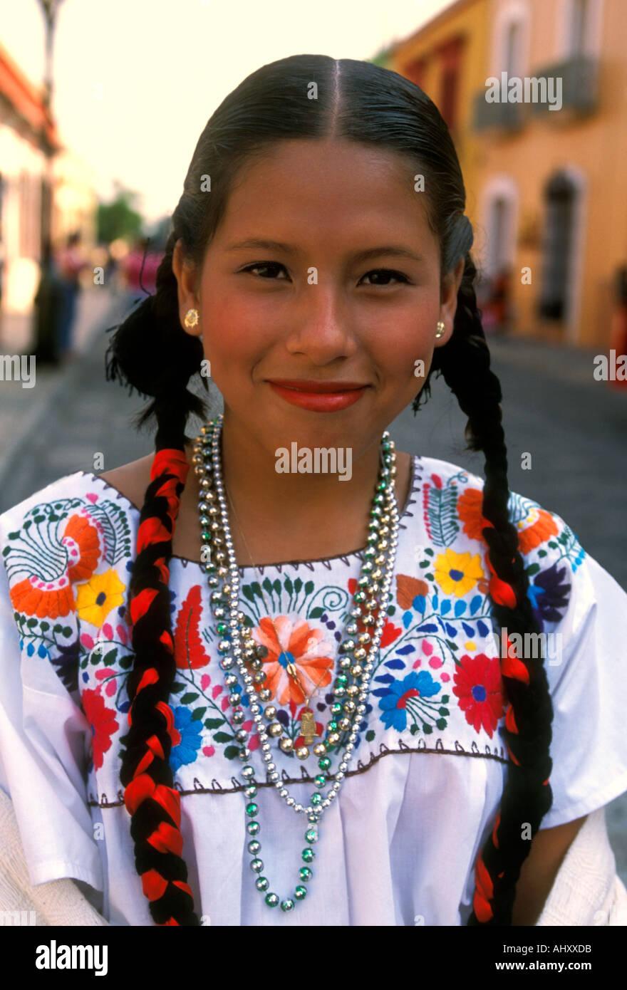 Mexikanische Traditionelle Kleider Stockfotos und -bilder Kaufen - Alamy