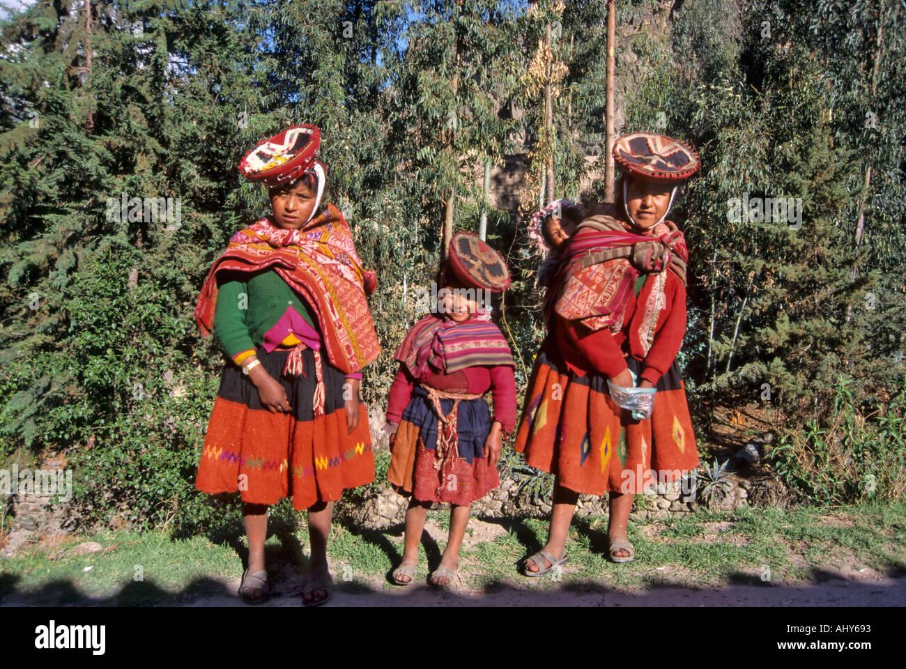 Quechua Indian women, Ollantaytambo, Peru - Stock Image
