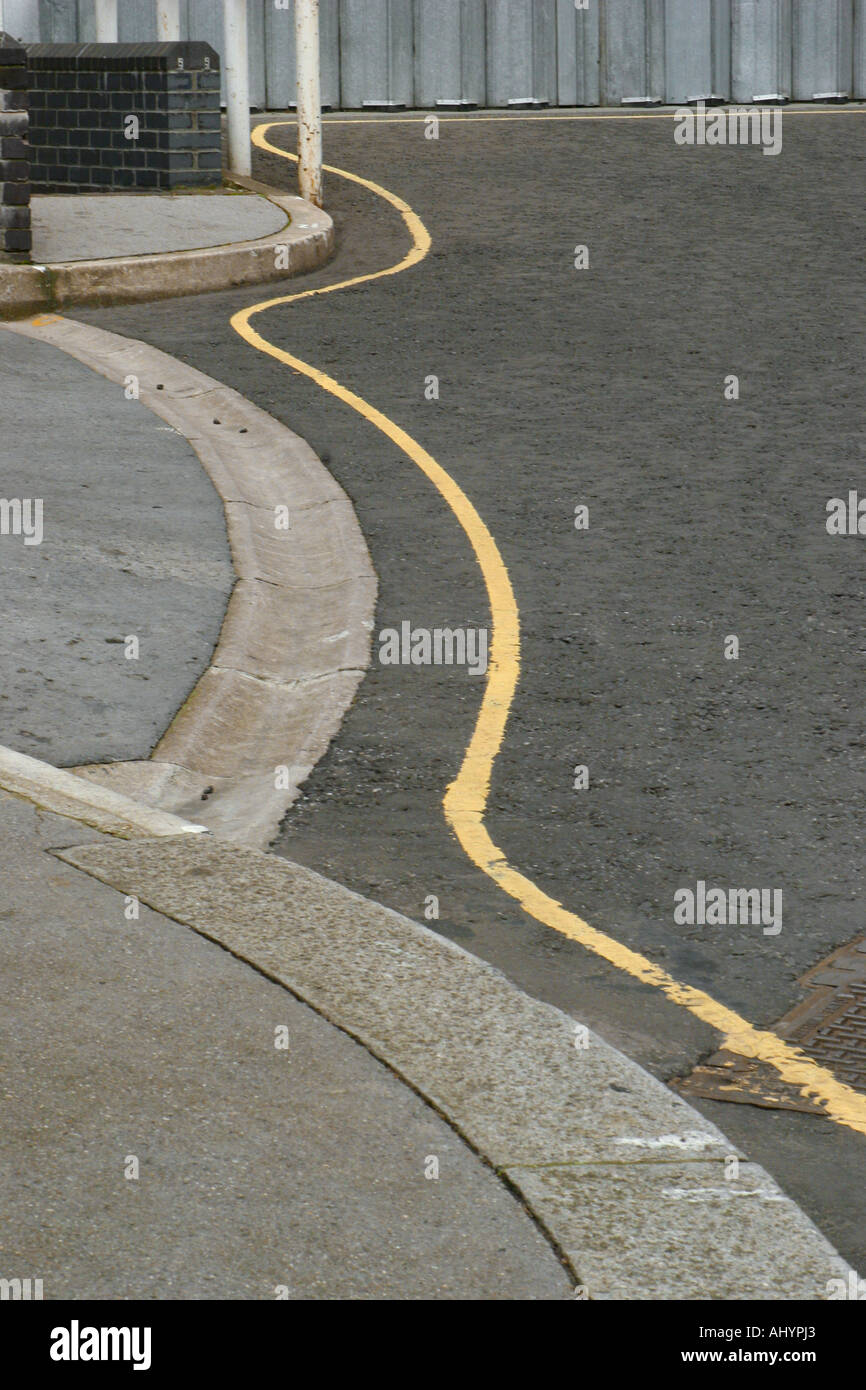 Wavy yellow line on a parking controlled street - Stock Image