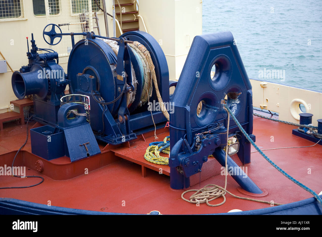 Power winch and fairlead on tug boat stern in dock - Stock Image