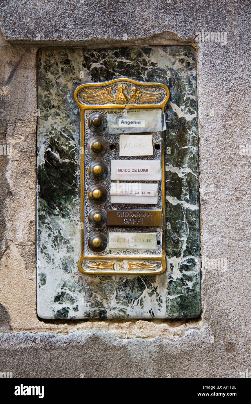 https://c8.alamy.com/comp/AJ1TBE/doorbell-buttons-and-name-plates-at-apartment-hous-entrance-venice-AJ1TBE.jpg