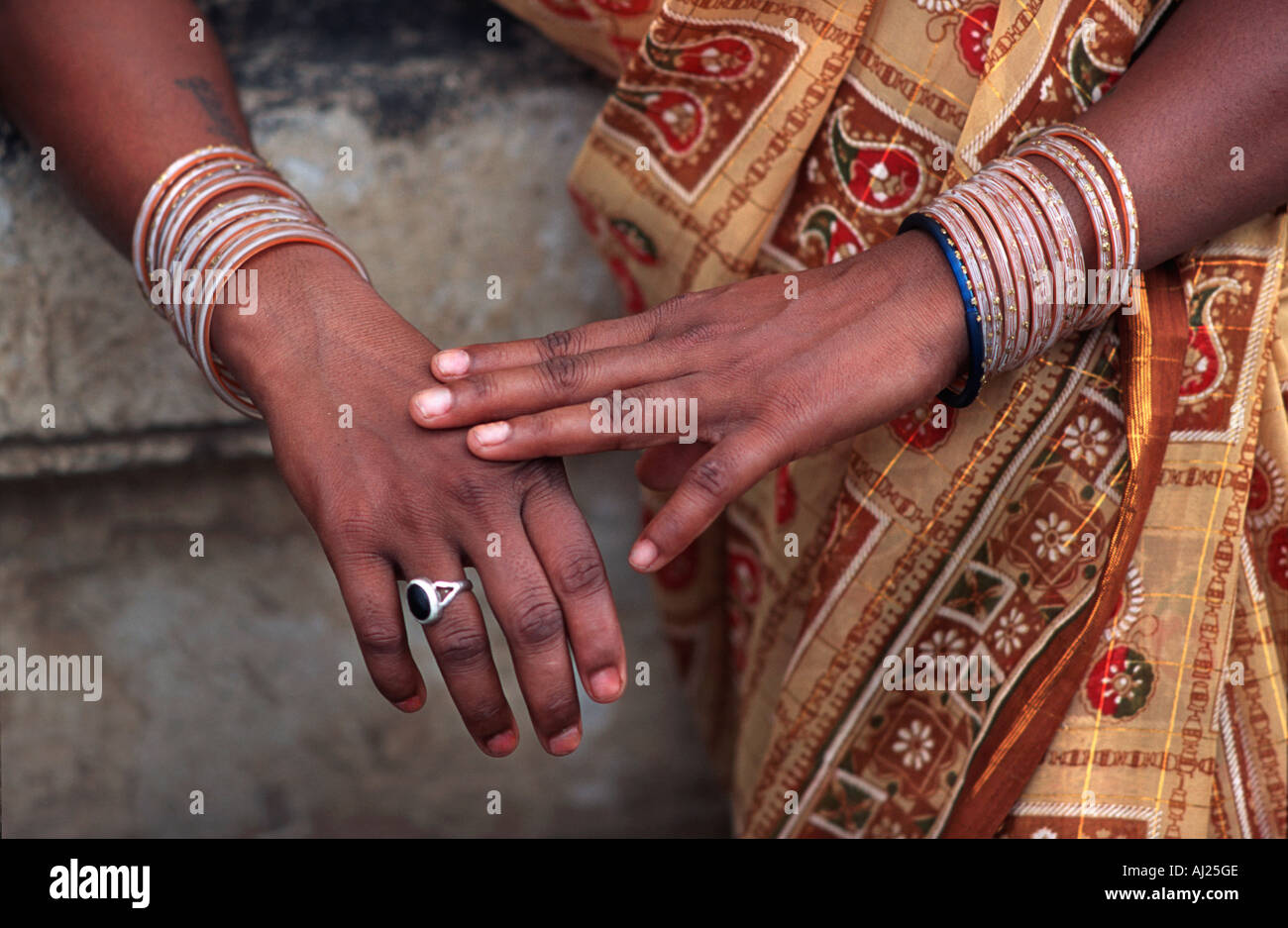 Detail of a Hindu woman s arms and hands with jewellery and colourful sari Madhya Pradesh India - Stock Image