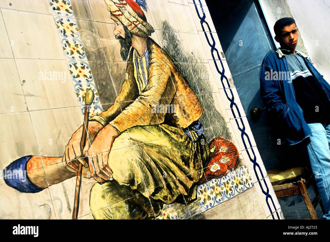 Algiers mural in street Hocine - Stock Image