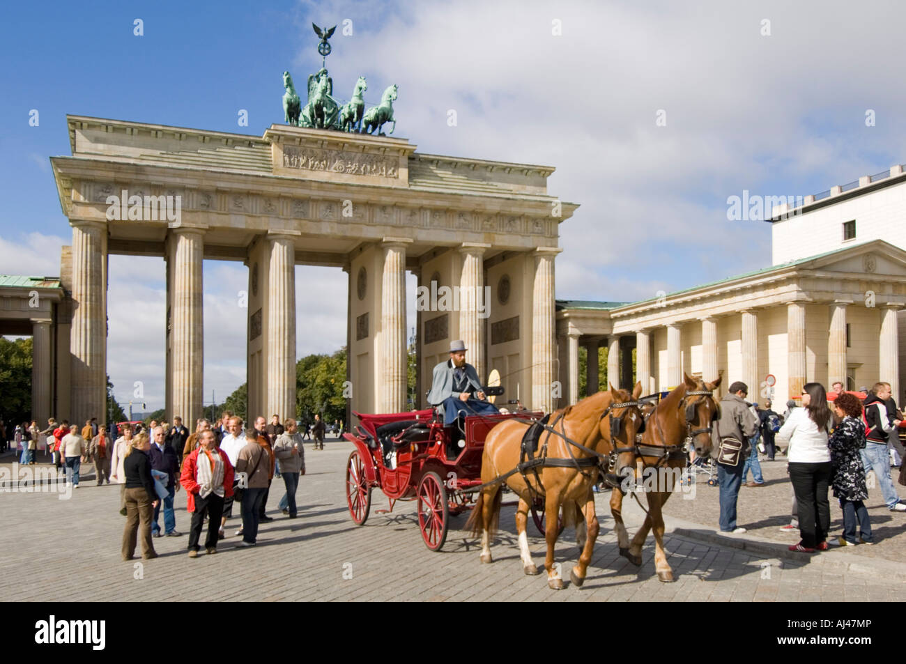 A wide angle view of tourists and traditional horse and carriage at the Brandenburger Tor or Brandenburg Gate on - Stock Image
