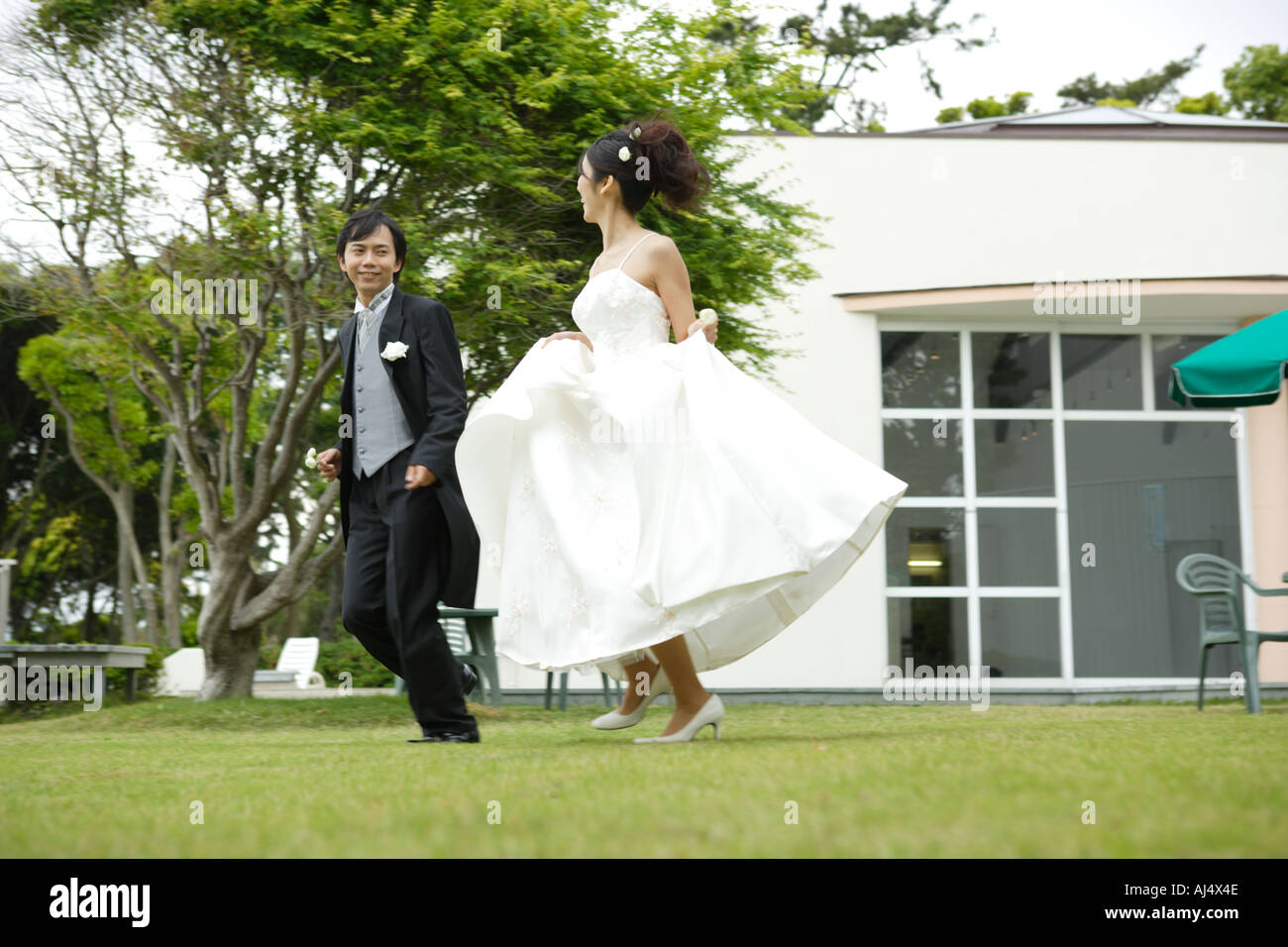 Peachy Bride And Groom Running On Lawn Stock Photo 4774477 Alamy Download Free Architecture Designs Scobabritishbridgeorg