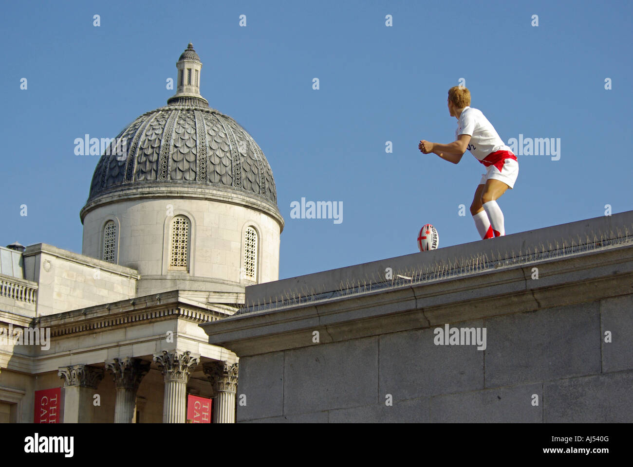 Jonny Wilkinson England rugby player waxwork sculpture placed on spare plinth in Trafalgar Square dome National - Stock Image