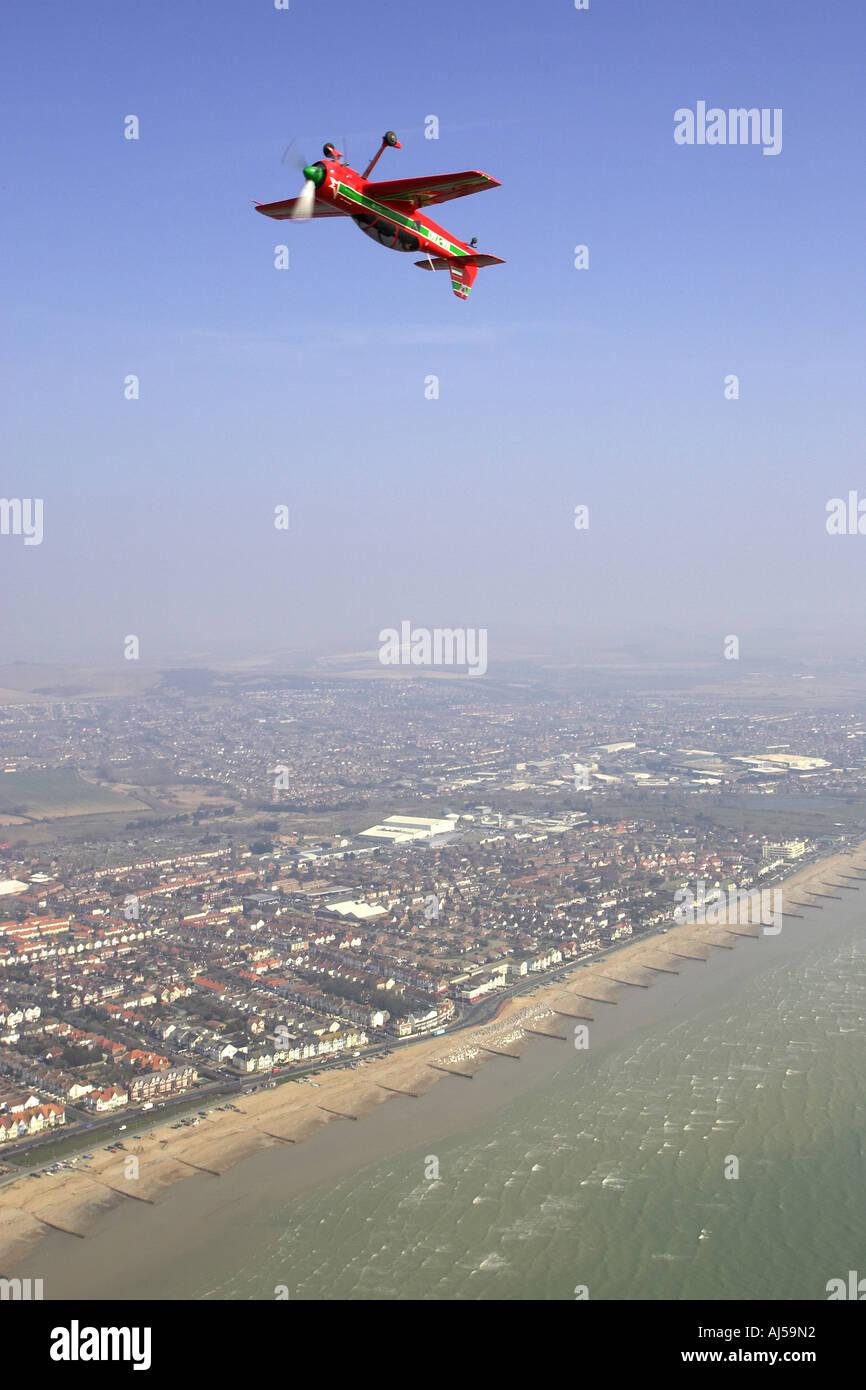 alan cassidy flies a suhkoi su 22 inverted down the beach at brighton - Stock Image