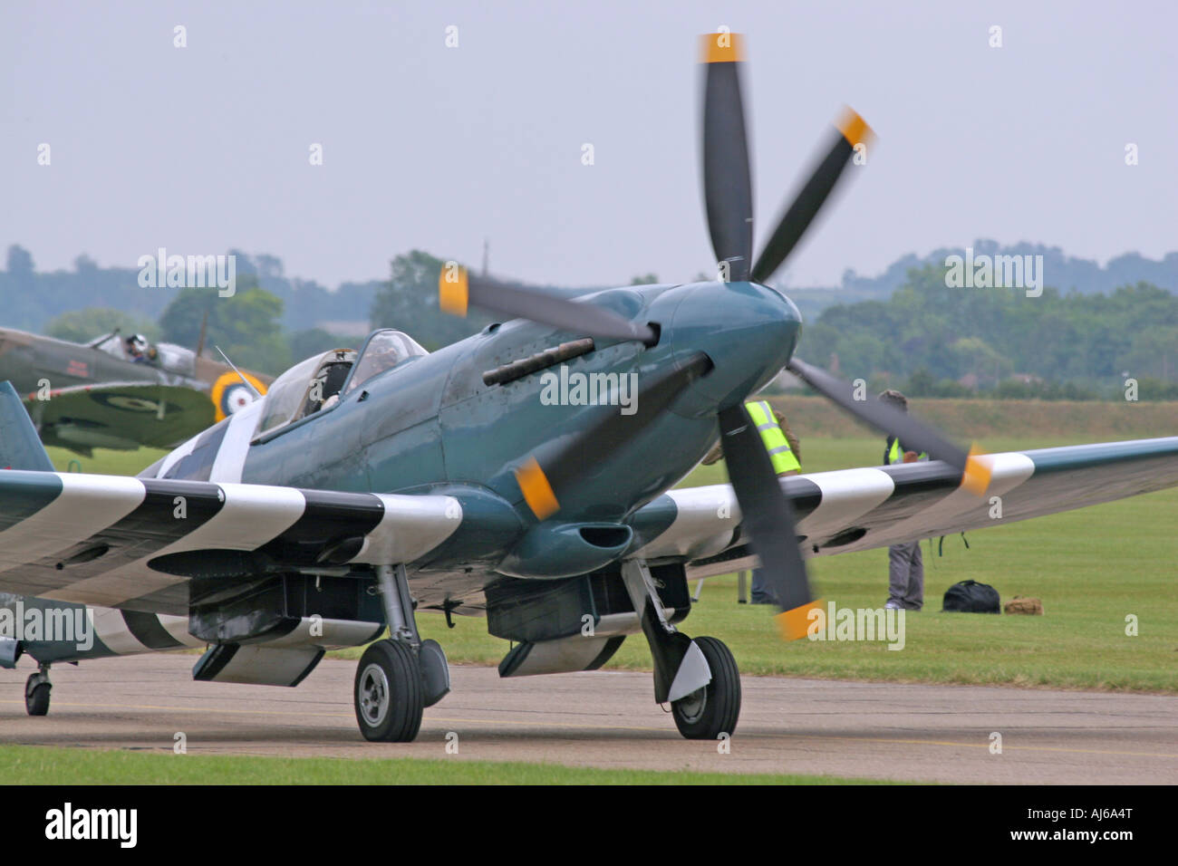 Counter Rotating Propellers : Griffon engined spitfire with contra rotating propellers