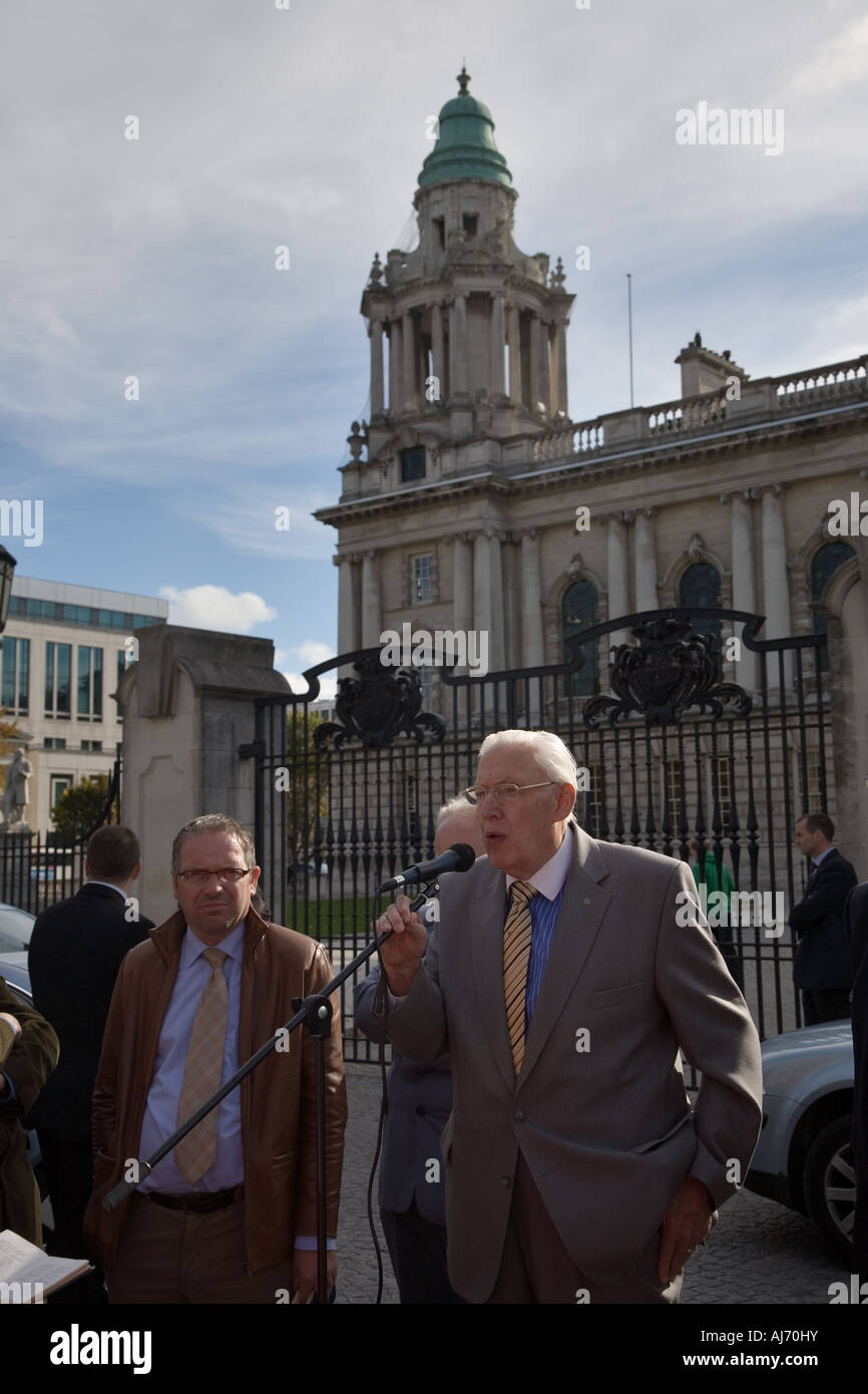 Stock Photo of Ian Paisley in Front of Belfast City Hall Ireland - Stock Image