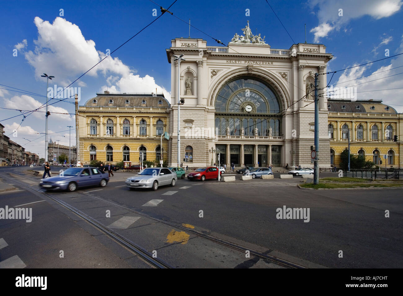 cars passing by the budapest keleti palyaudvar budapest eastern stock photo 14646227 alamy. Black Bedroom Furniture Sets. Home Design Ideas