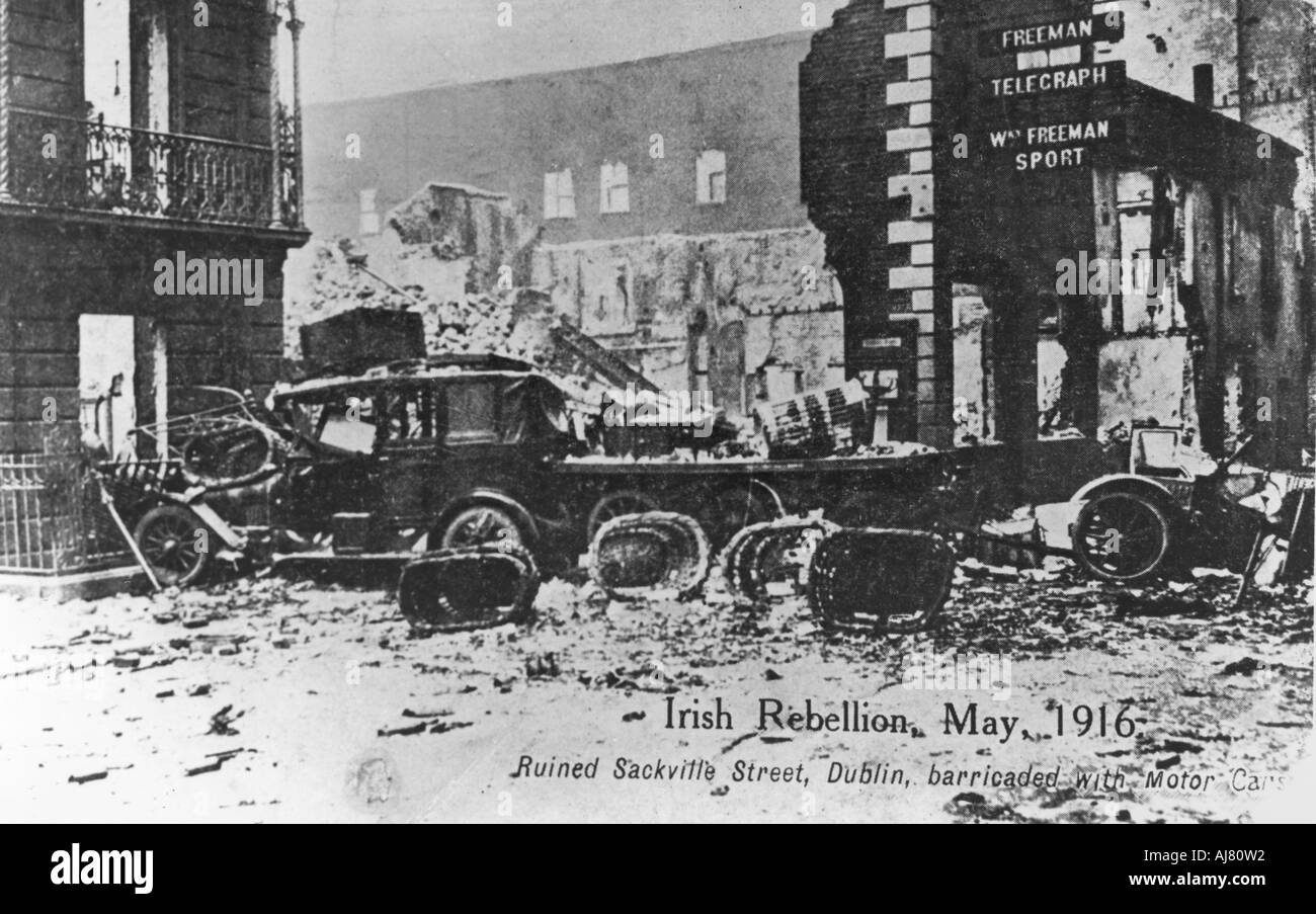 Barricade of cars Anti English Irish uprising Dublin May 1916  - Stock Image