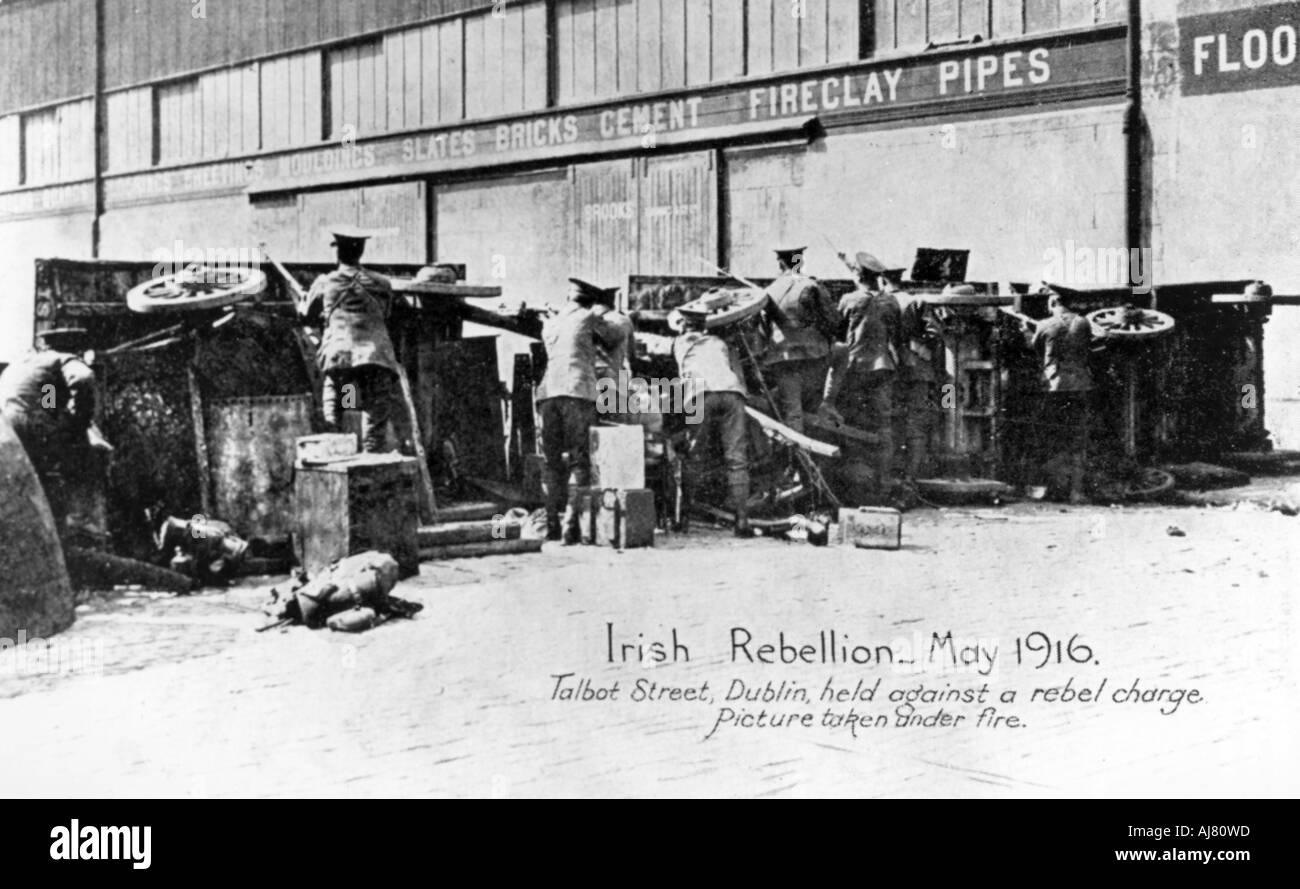 English troops under fire in Talbot Street Anti English Irish uprising Dublin May 1916  - Stock Image