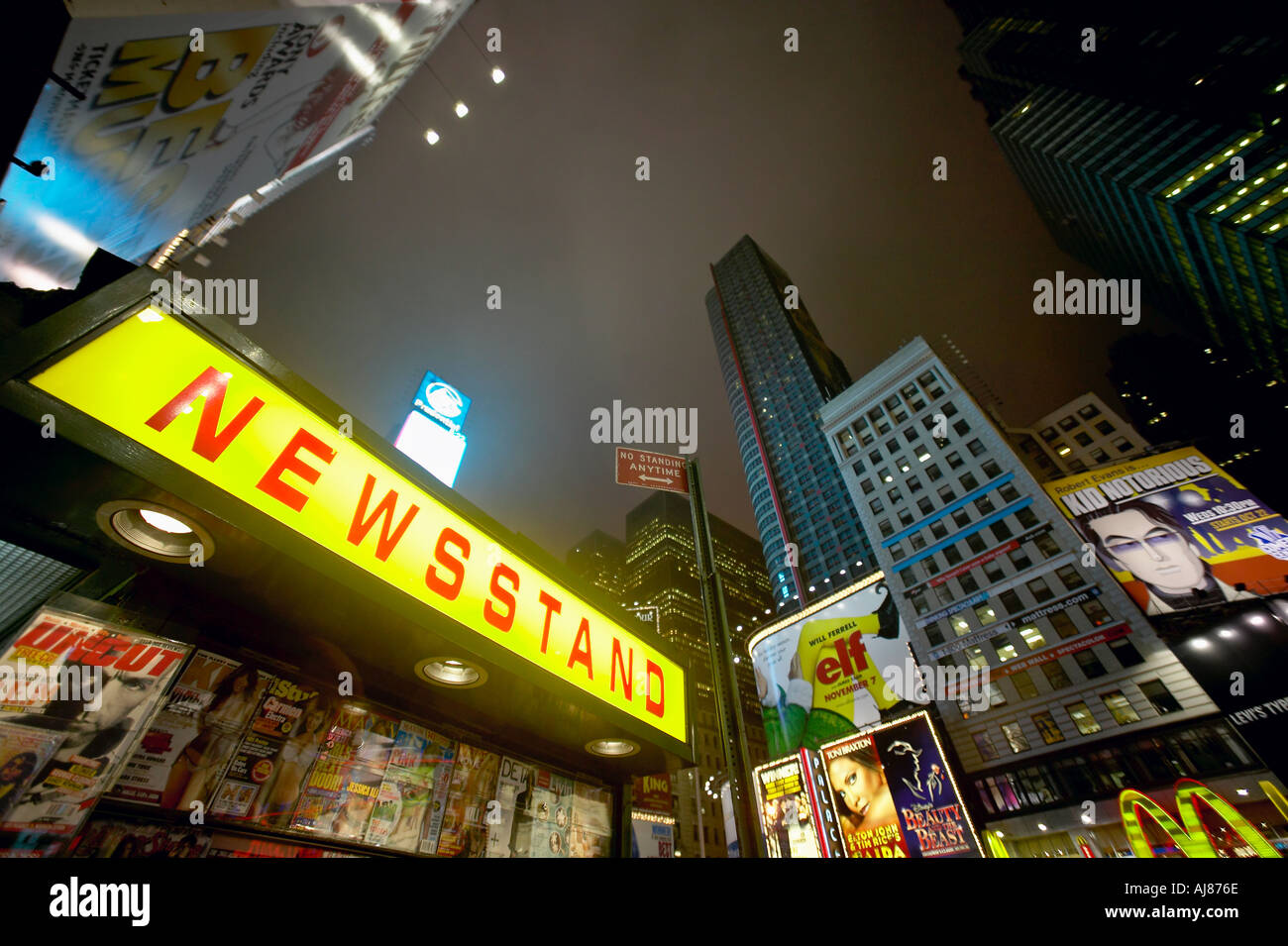 News Stand in Times Square Midtown Manhattan New York NY - Stock Image