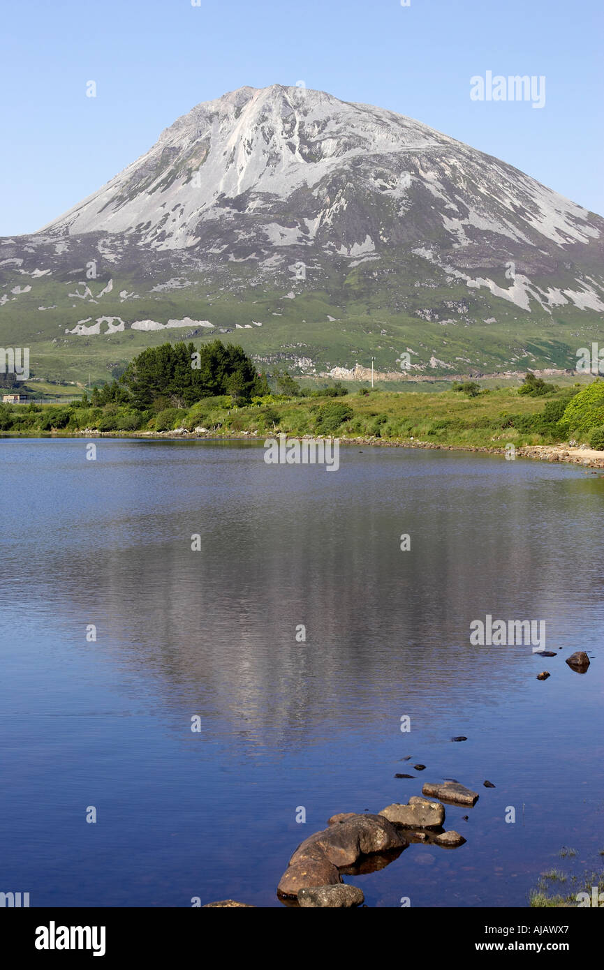 Errigal mountain donegals highest peak against a blue sky between dunlewey and gweedore - Stock Image