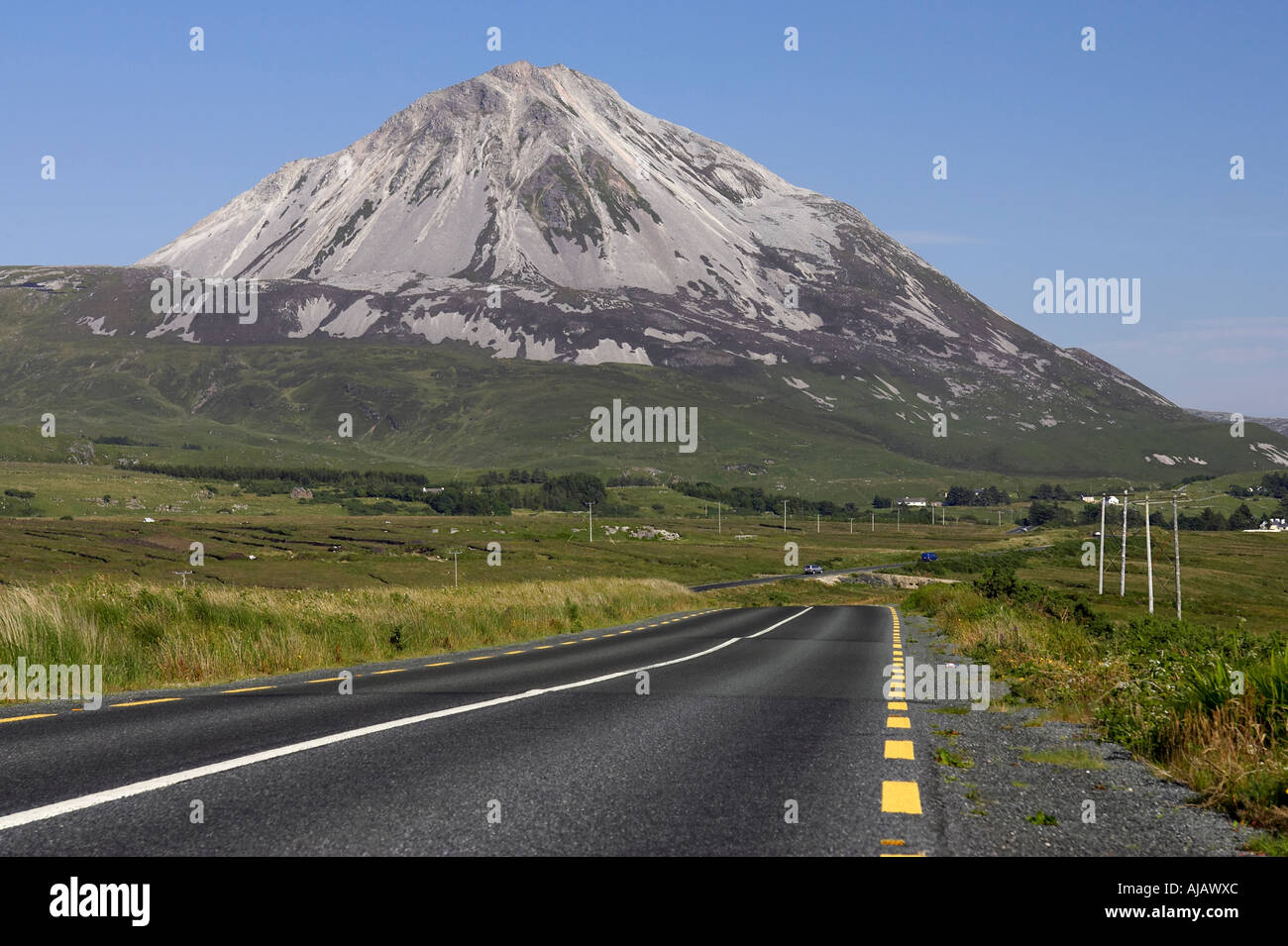 road to Errigal mountain donegals highest peak against a blue sky between dunlewey and gweedore - Stock Image
